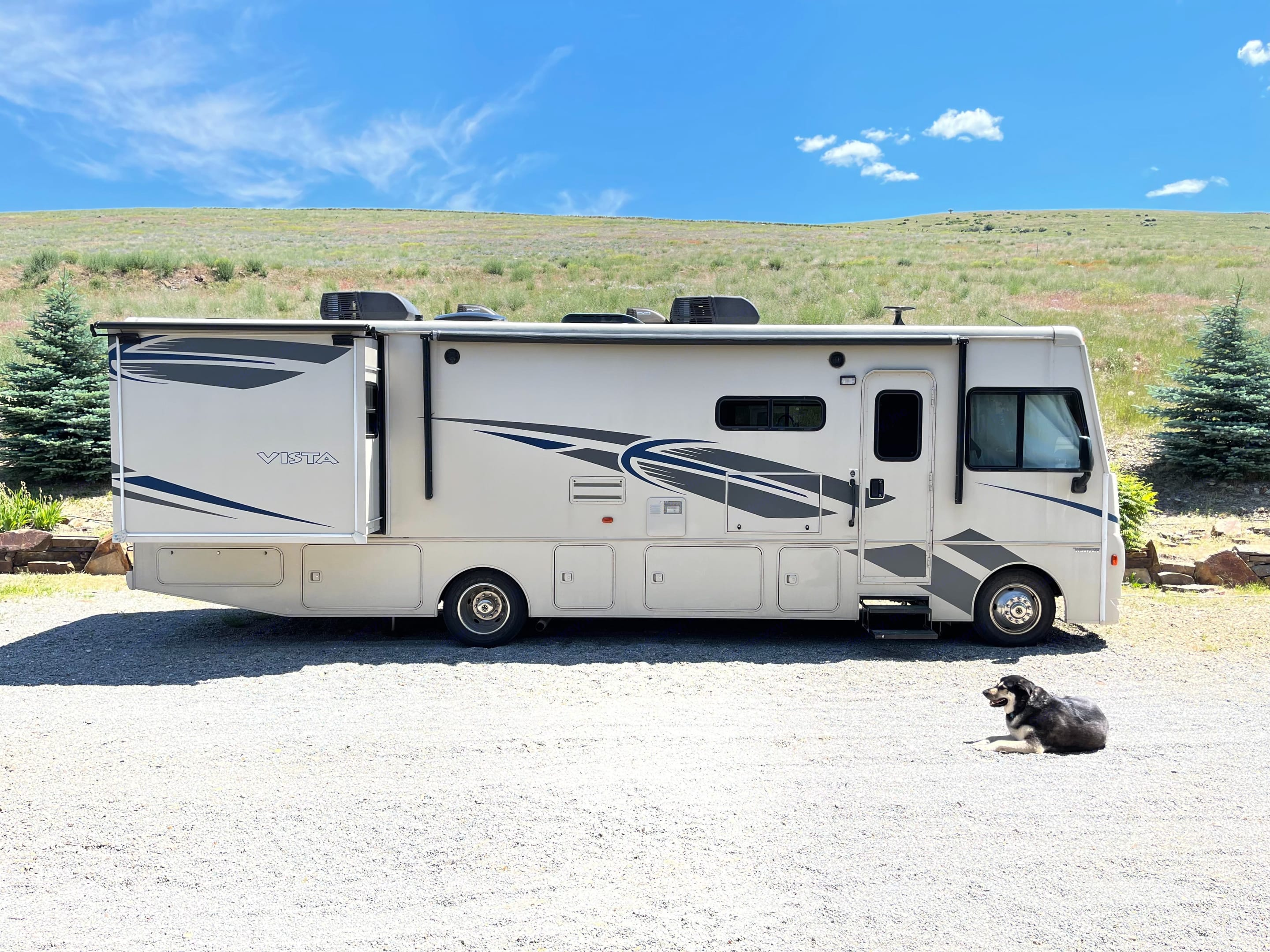 Get out and enjoy new adventures with your family under the wild western skies. Pick your destination and hit the open road in comfort.. Winnebago Vista 2018