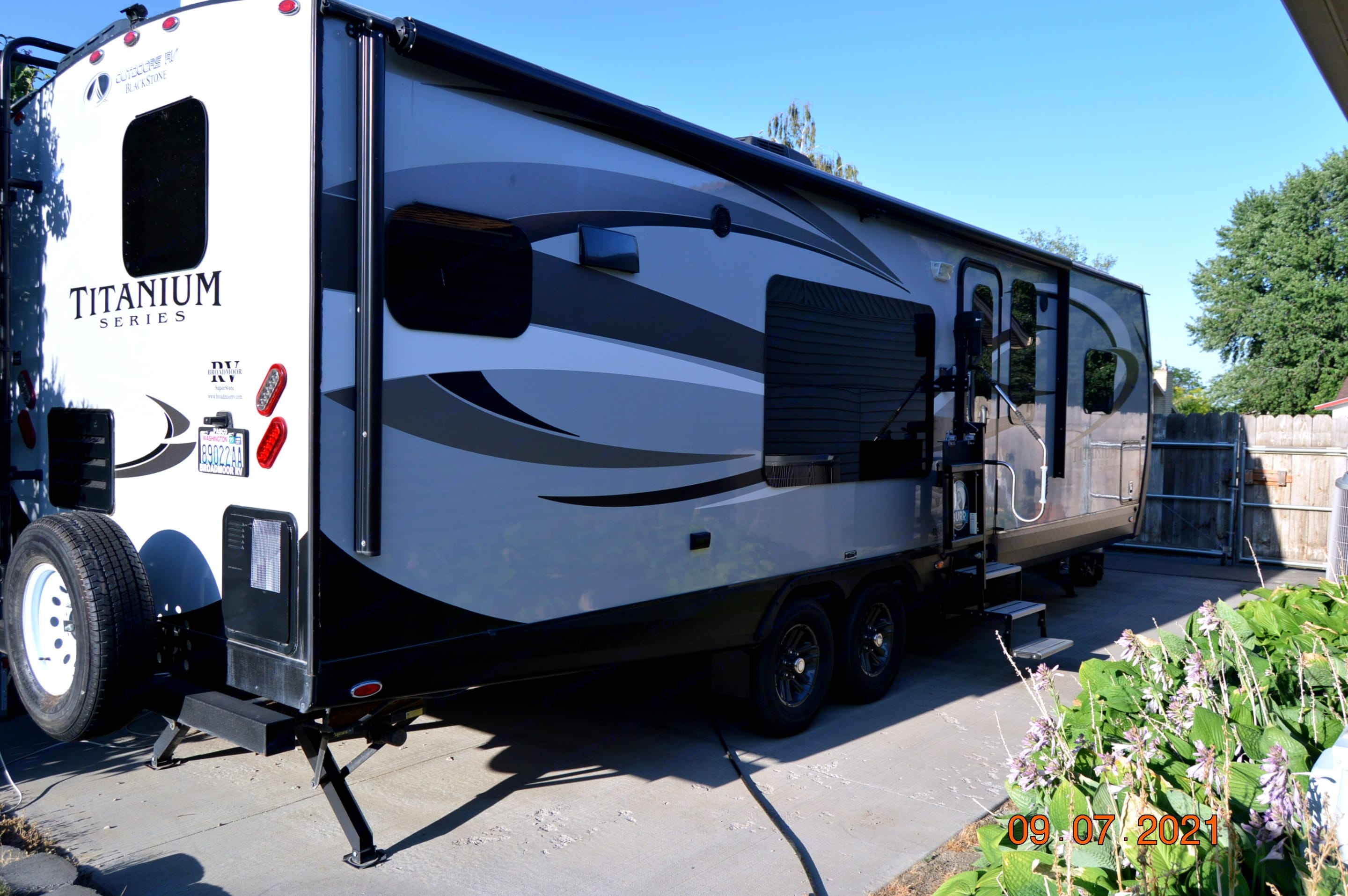 Outdoors Rv Manufacturing Black Stone 2018