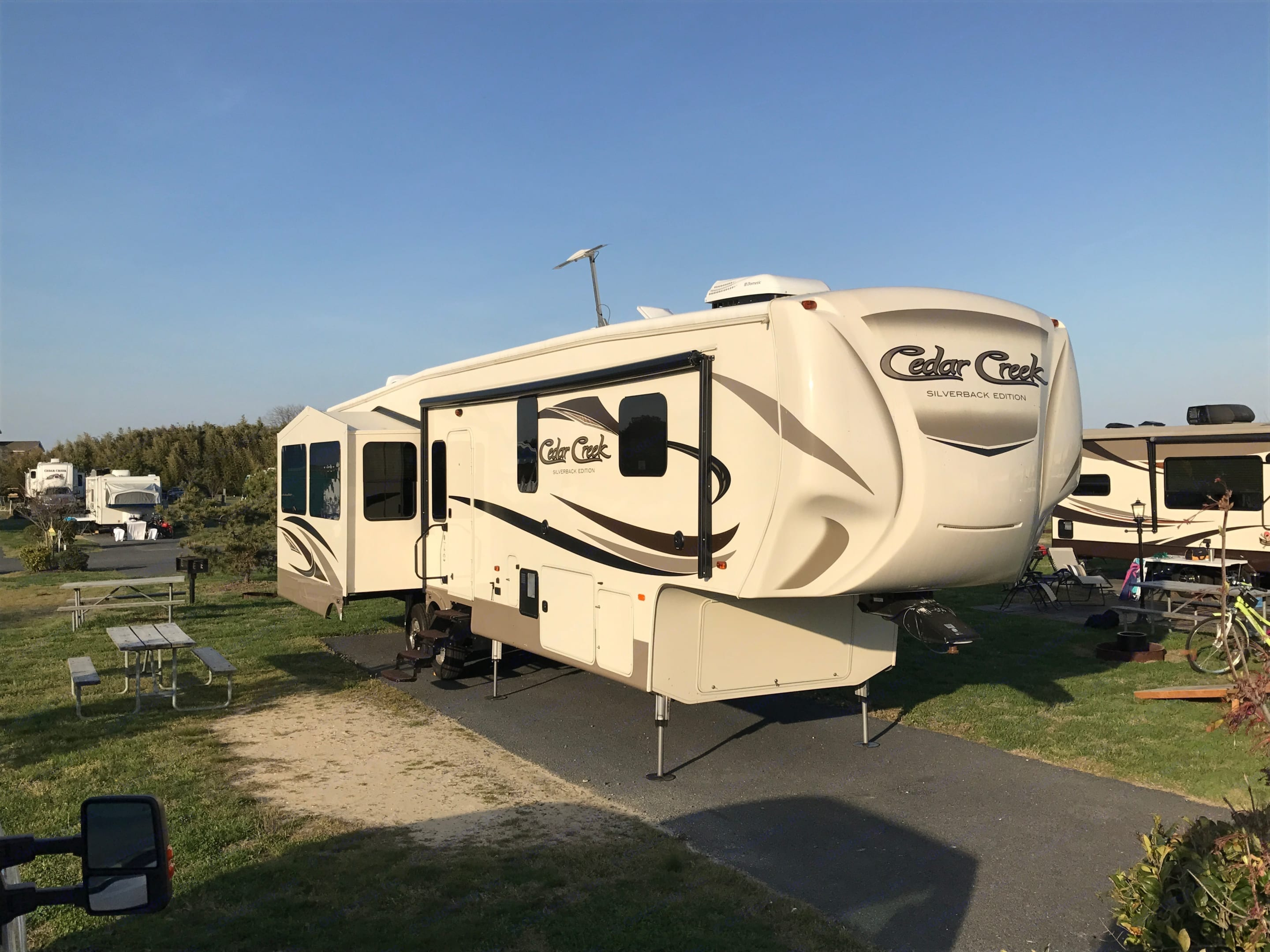 2016 Forest River Cedar Creek Silverback Edition in like-new condition. Fully equipped w/ auto-leveling system. Power generator available upon request. Forest River Cedar Creek Fifth Wheel 2016