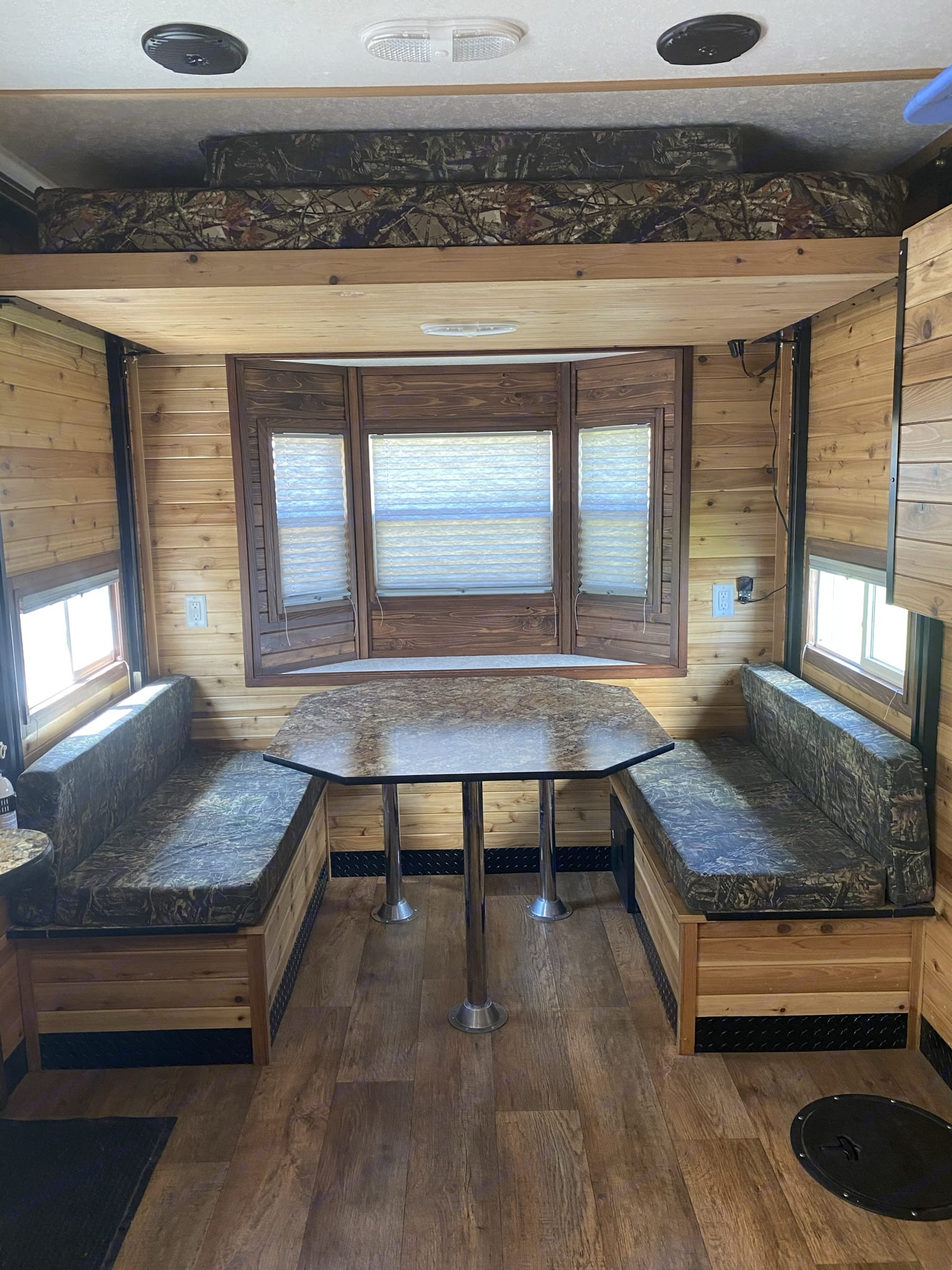 Ice Castle Fish Houses Rv Edition Hybrid 2019
