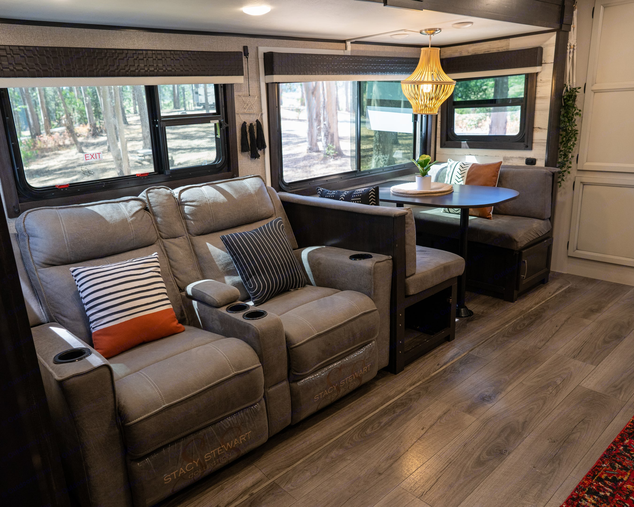 Living room/ dining room . Jayco Jay Feather 2021
