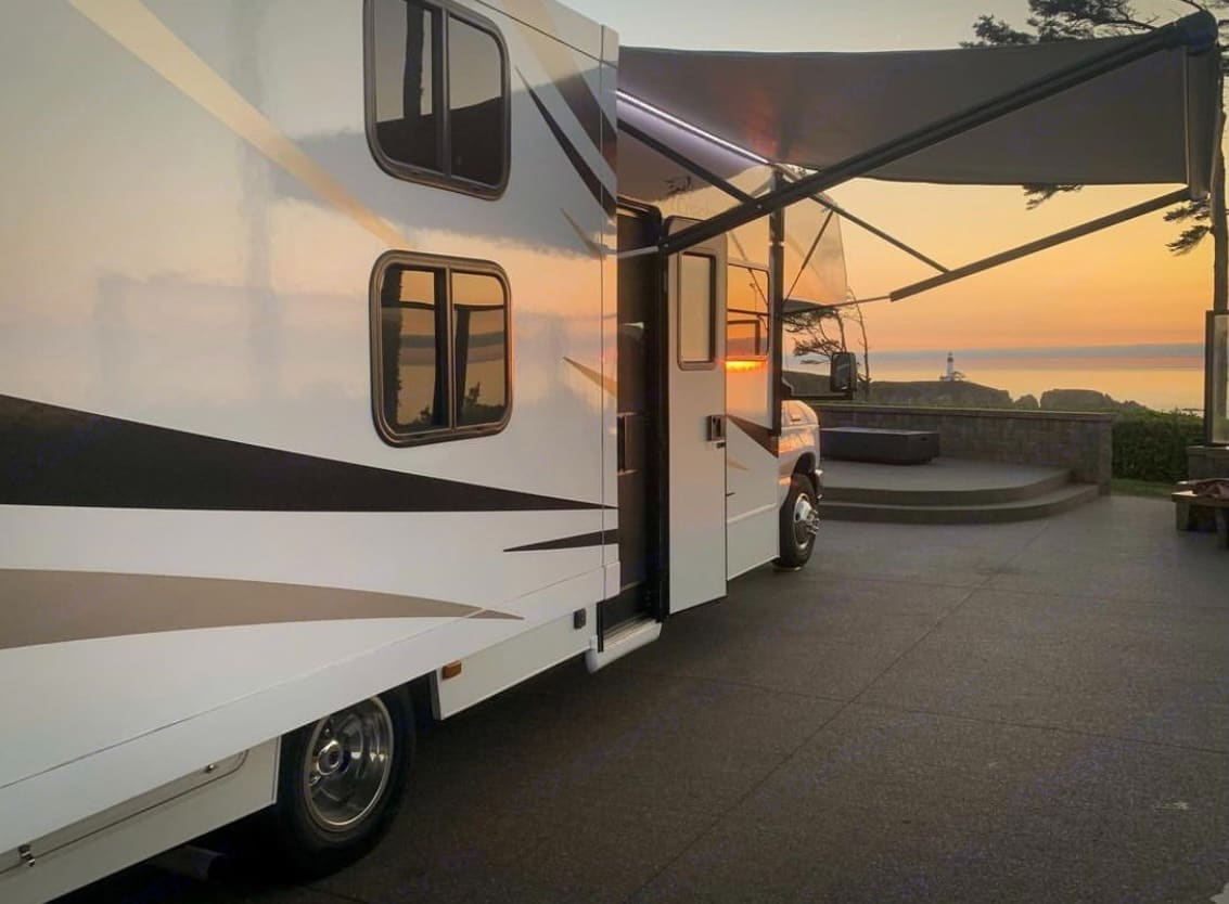 Getaway in our clean and modern 32-foot Class C motorhome. Enjoy the beauty of the great outdoors with all of the comforts of home. . Coachmen Freelander 2021