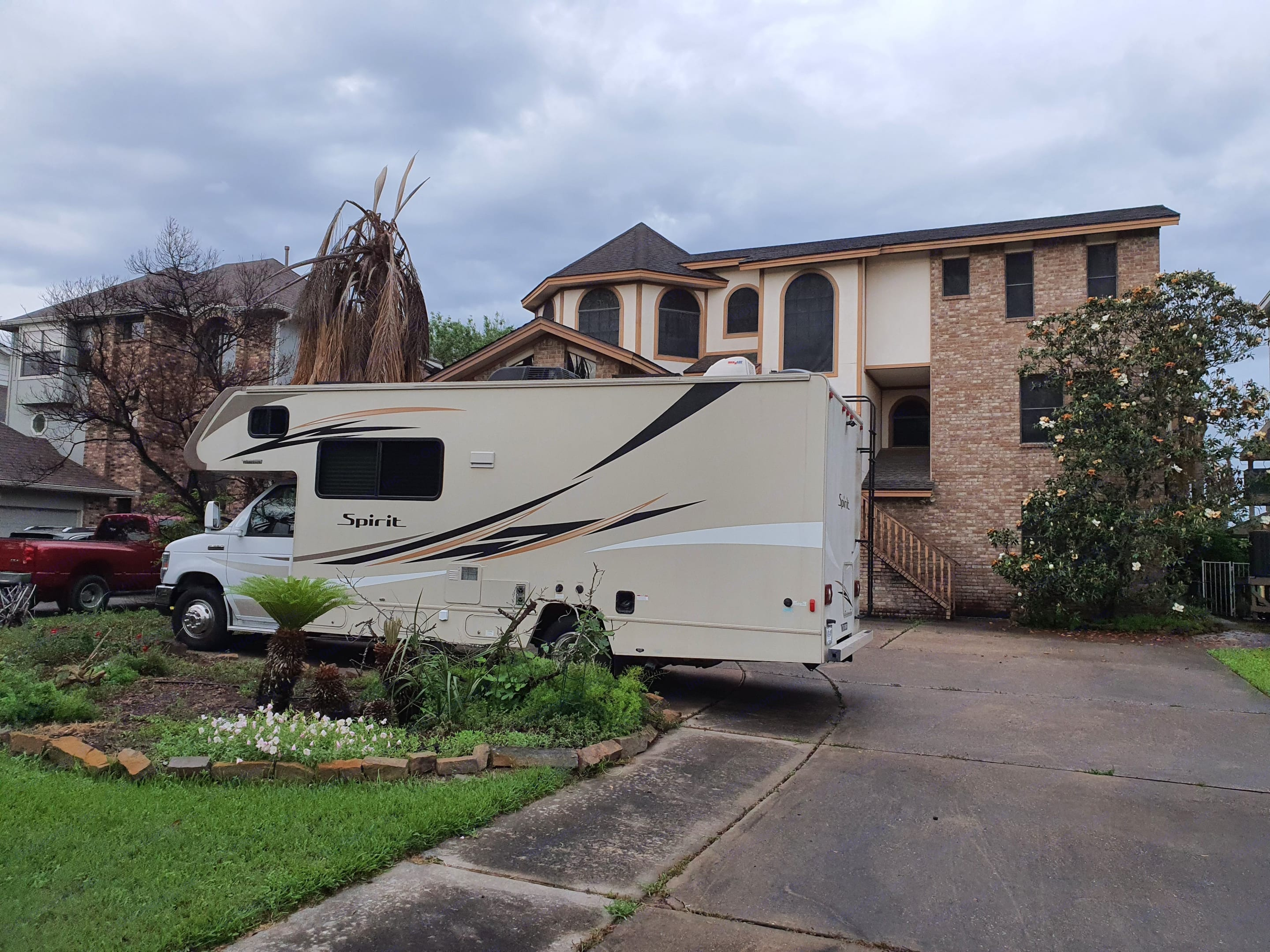 thats how it looks when you come to pick up your rental. Winnebago Minnie Winnie 2016