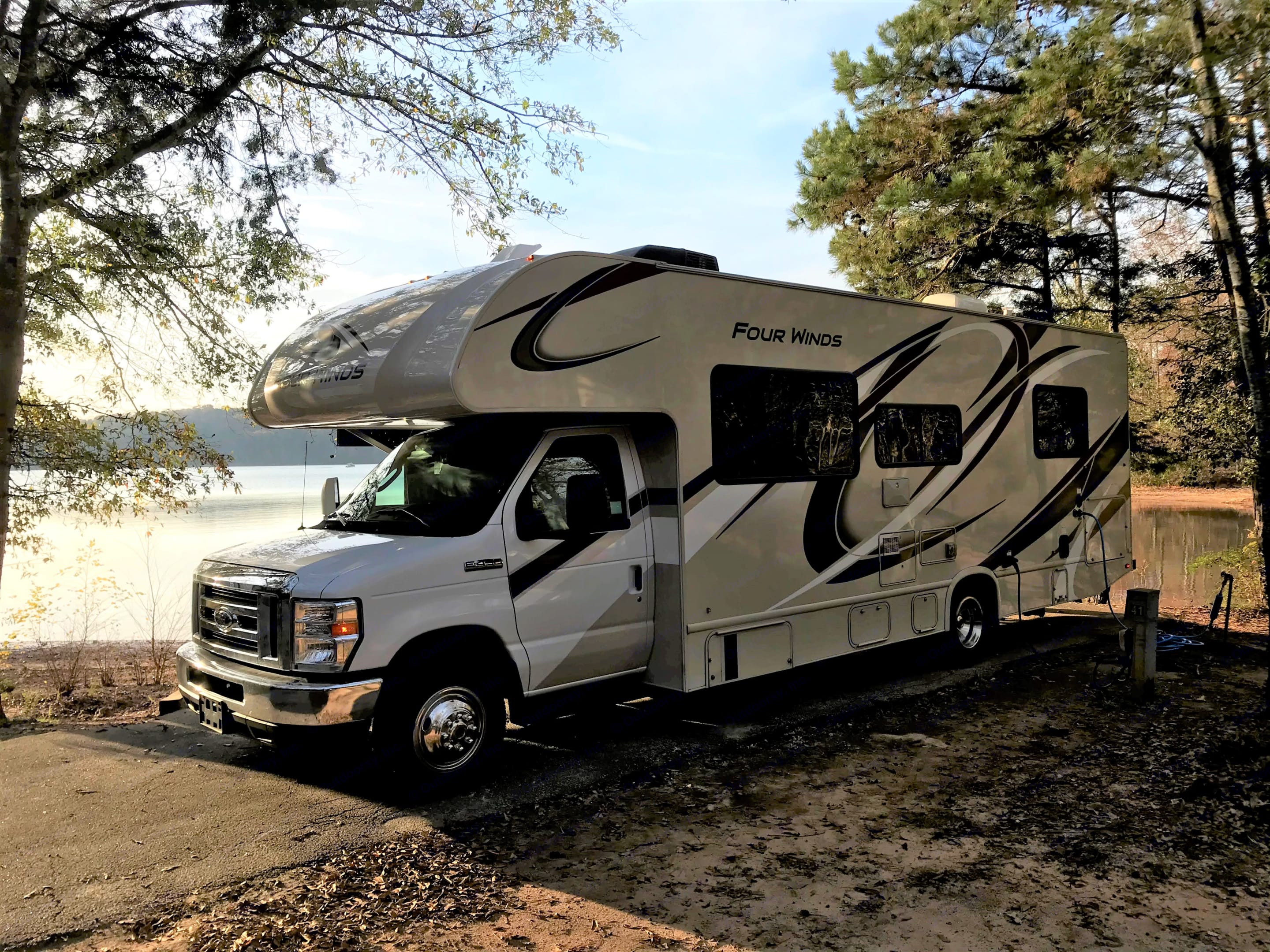 Beautiful and clean, Class C motorhome will get your family down the road and camping in style!. Thor Motor Coach Four Winds 2020