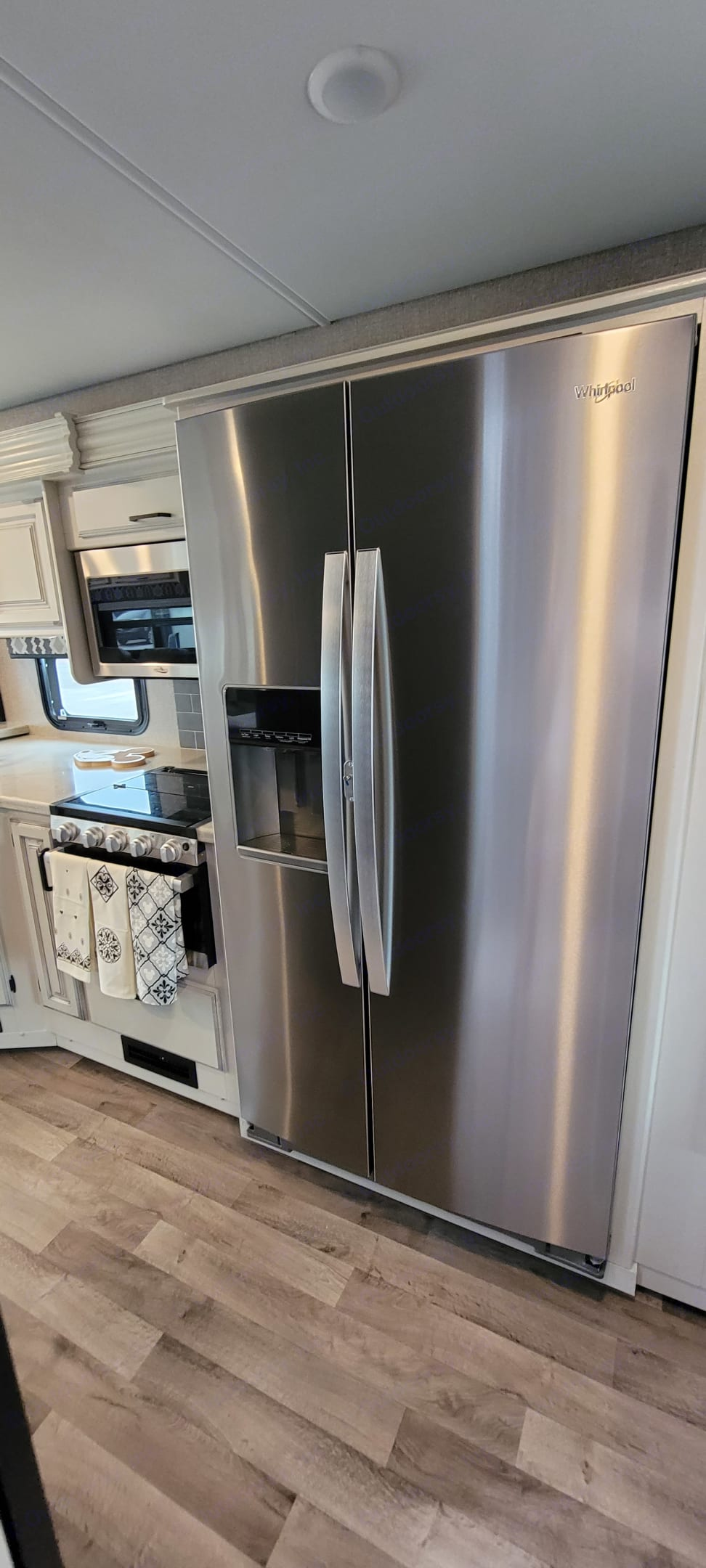 This is a full size side by side refrigerator and freezer!. Entegra Coach Other 2021
