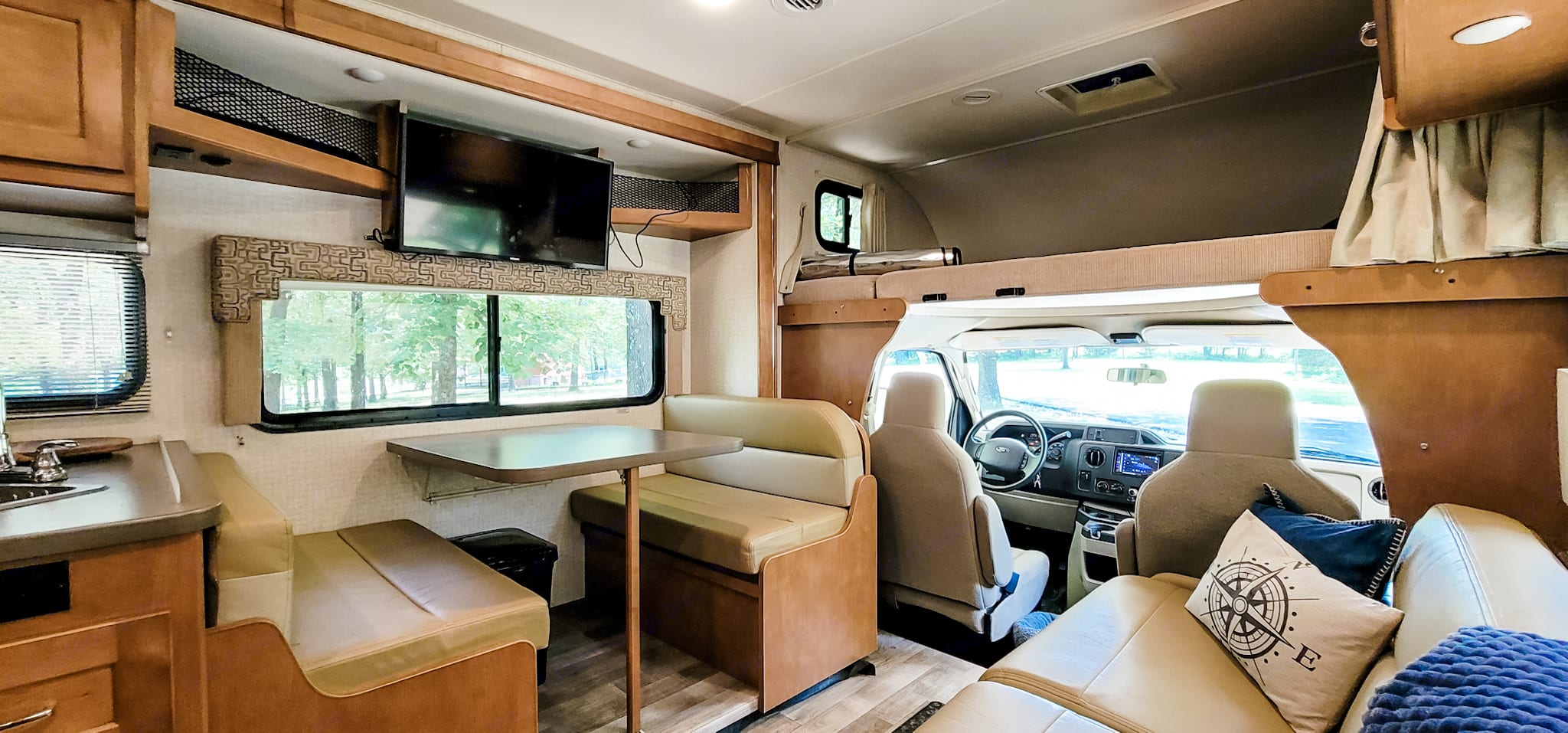 Seating for four.  This table folds down into a double bed.. Winnebago Minnie Winnie 2018