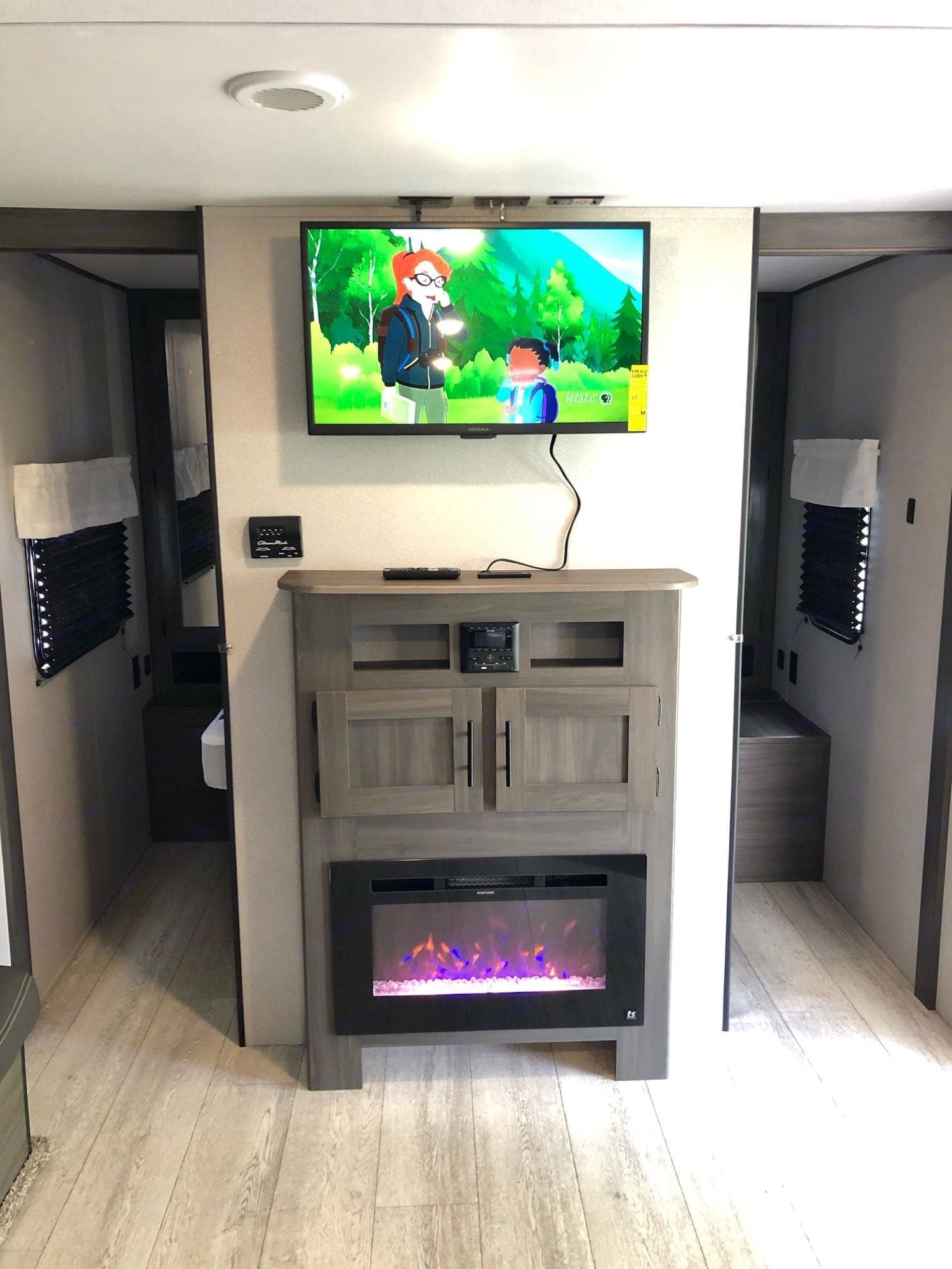 TV with USB and HDMI port, electric fireplace. Shasta Oasis 2021