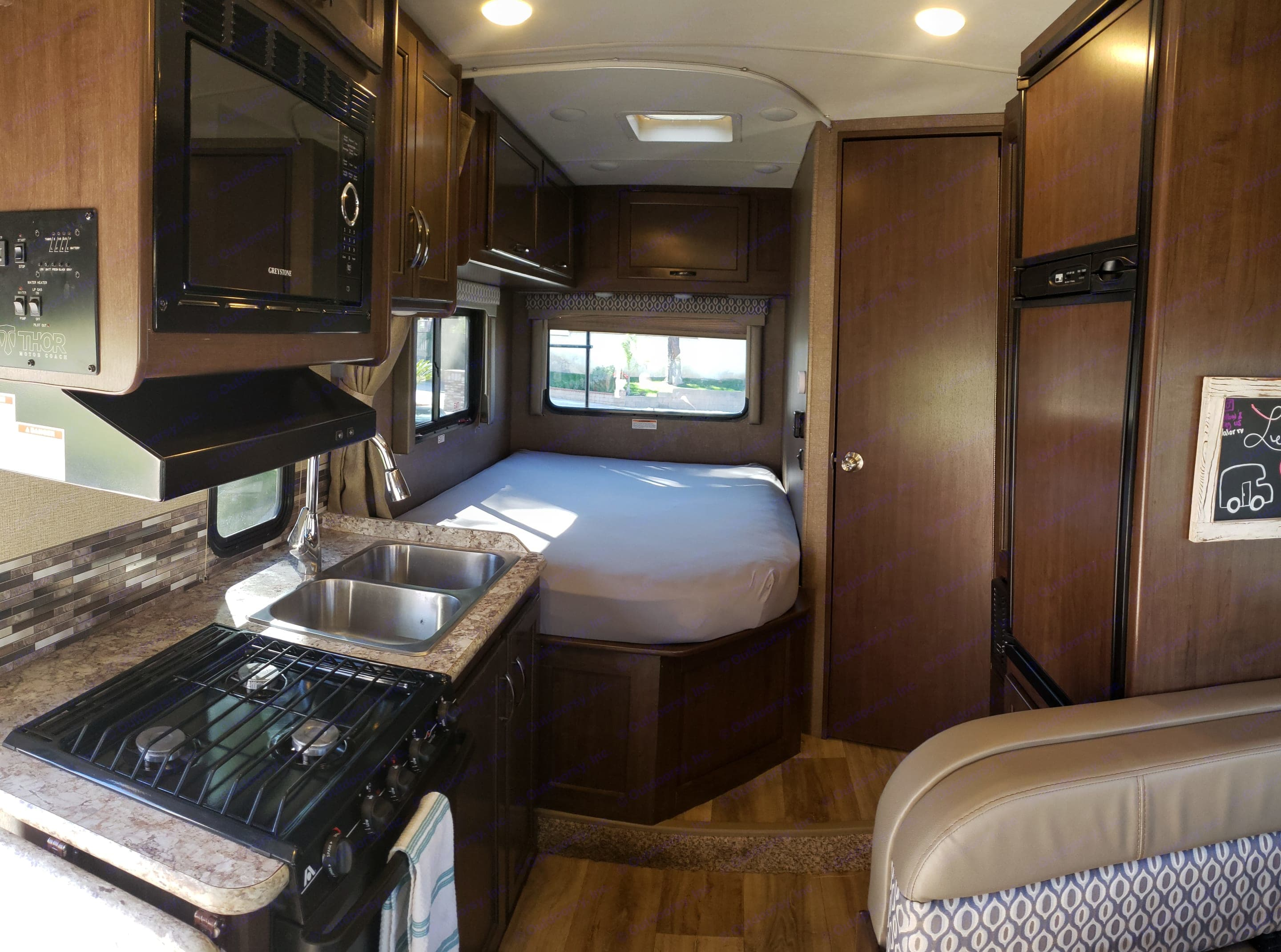 Back end of the rig; left to right is the kitchen followed by the queen bed. Door to the right of the bed is bathroom then the refrigerator.. Thor Motor Coach Freedom Elite 2017