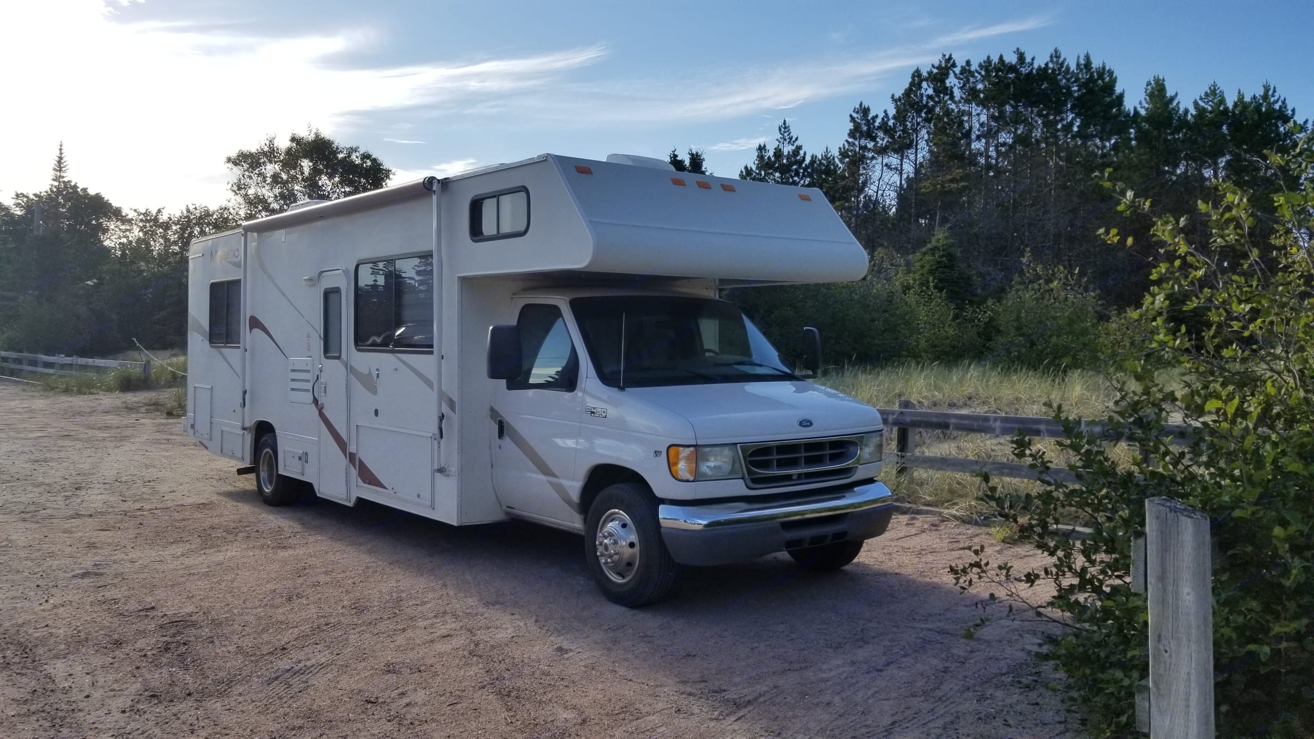 Thor Motor Coach Four Winds Majestic 2002