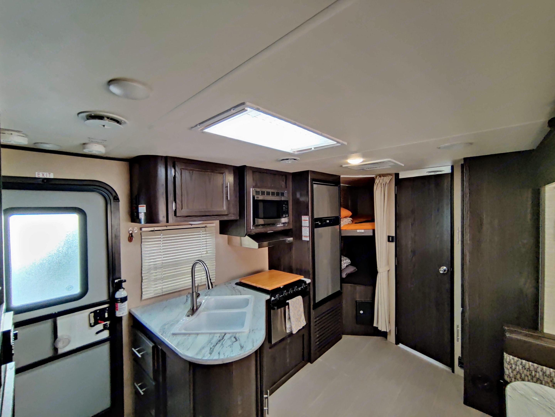 Move around this spacious trailer without needing to sit for someone to pass.. Dutchmen Kodiak 2017
