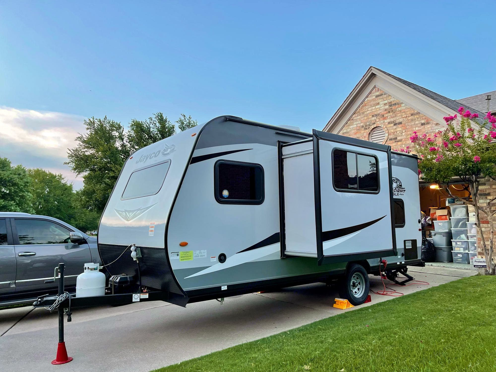Comet is fully-loaded including slide-out and roof-mounted AC.. Jayco Jay Flight 2021