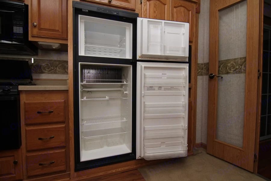 Gives you Newbies an idea of how big RV fridges are so you can gauge how much food you can refrigerate. Fresh high quality veg  at Jollity Farm.. Glendale Titanium 2006