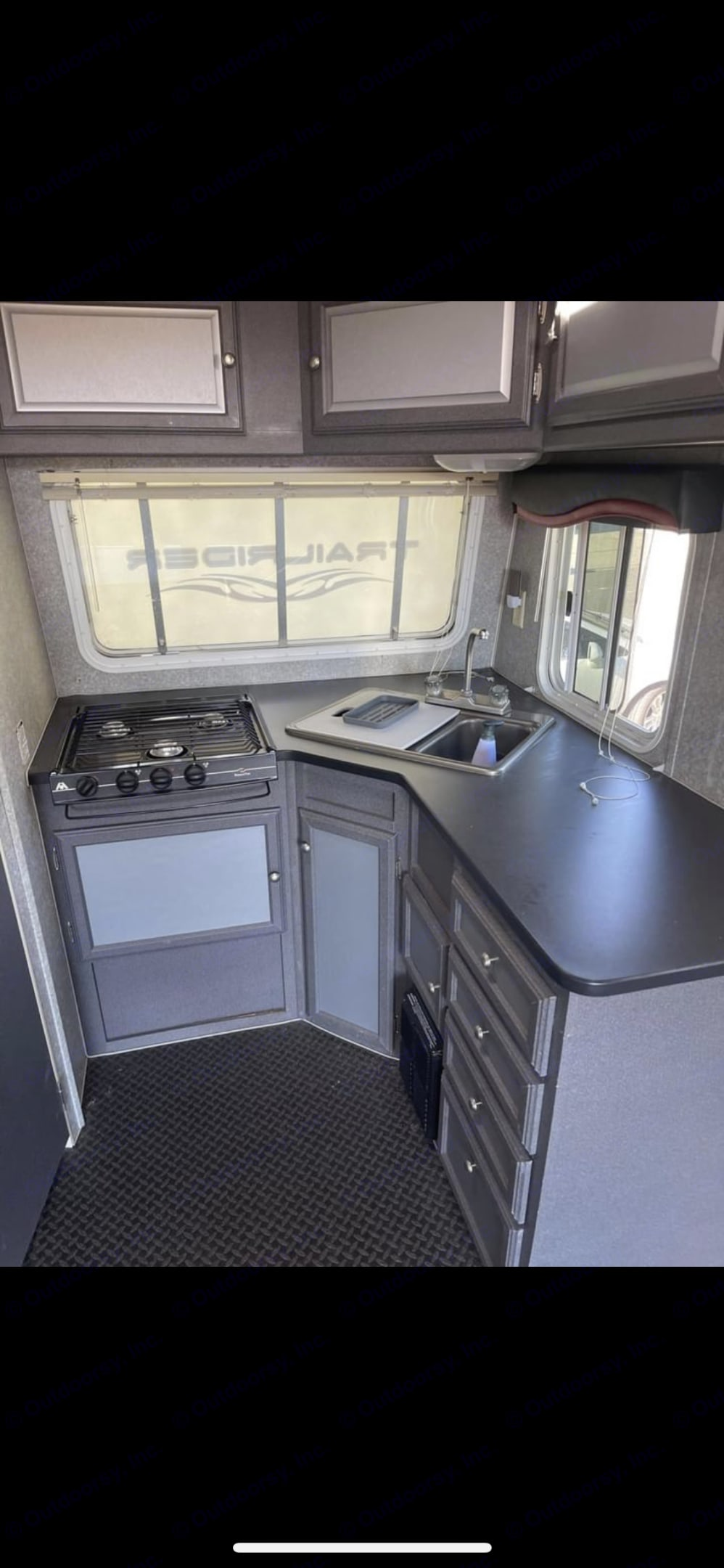 Kitchen in front with lots of windows. 3 burner stove, microwave, double sink, lots of storage.. Skyline Nomad 2008