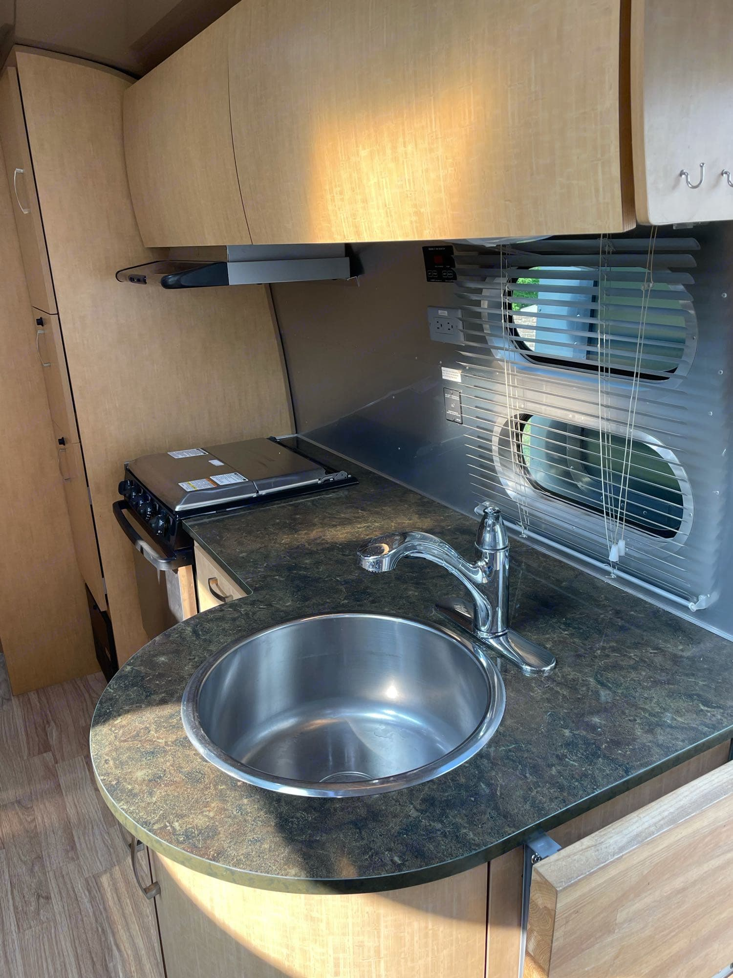 Nice countertop and cupboards . Airstream Flying Cloud 2014