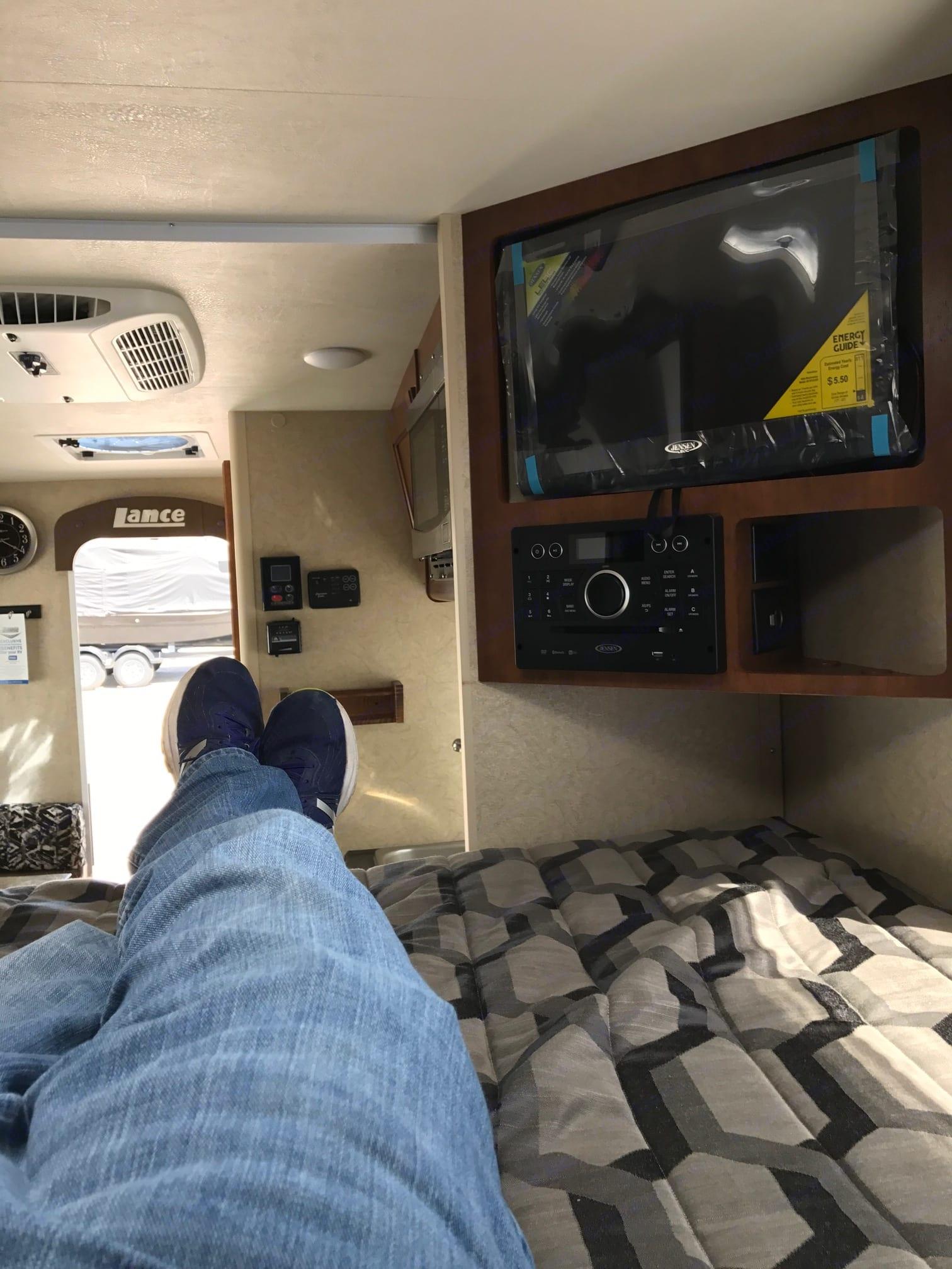 Lance Shortbed Truck Camper 2016