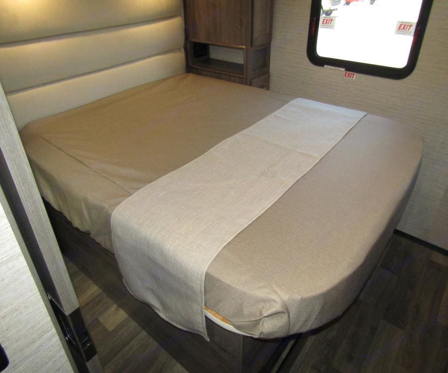 Master bedroom . Winnebago Vista 2022