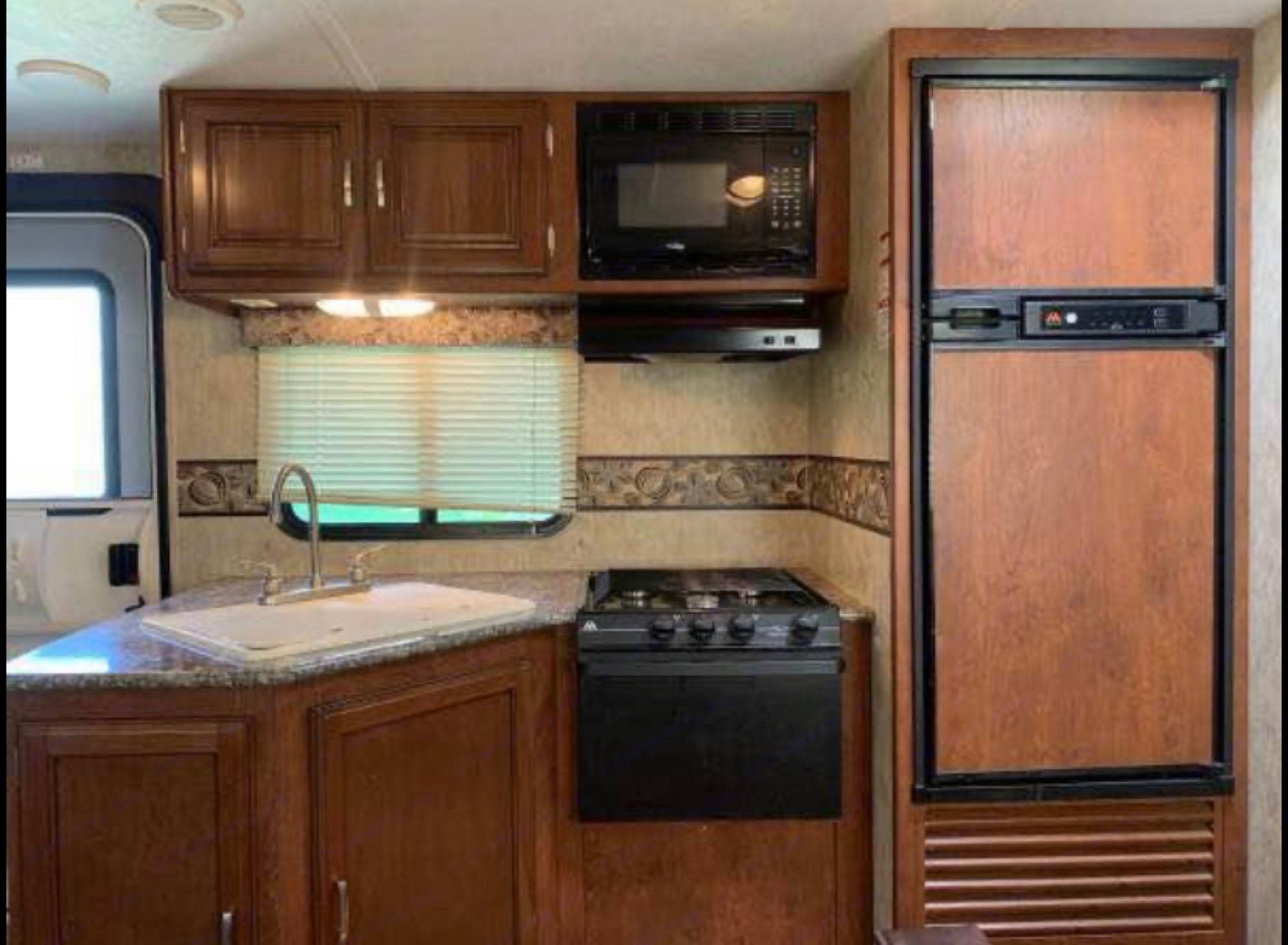Very clean kitchen, sink covers double as cutting boards. Keystone Passport 2016