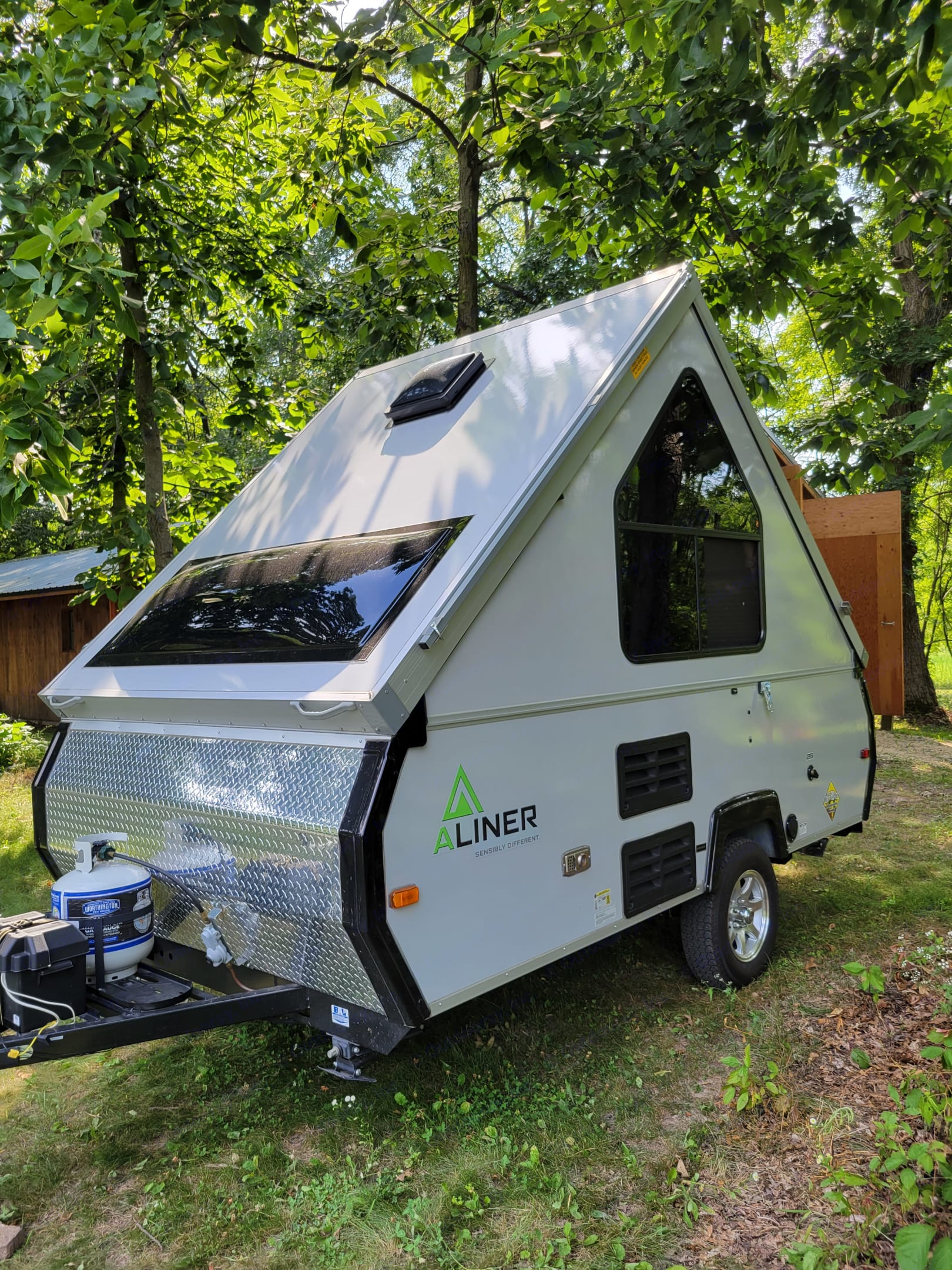 tent on wheels w ac fridge fantastic roof fan led lights electric brakes 1500 lbs and 15' overall length. A-Liner Scout 2015