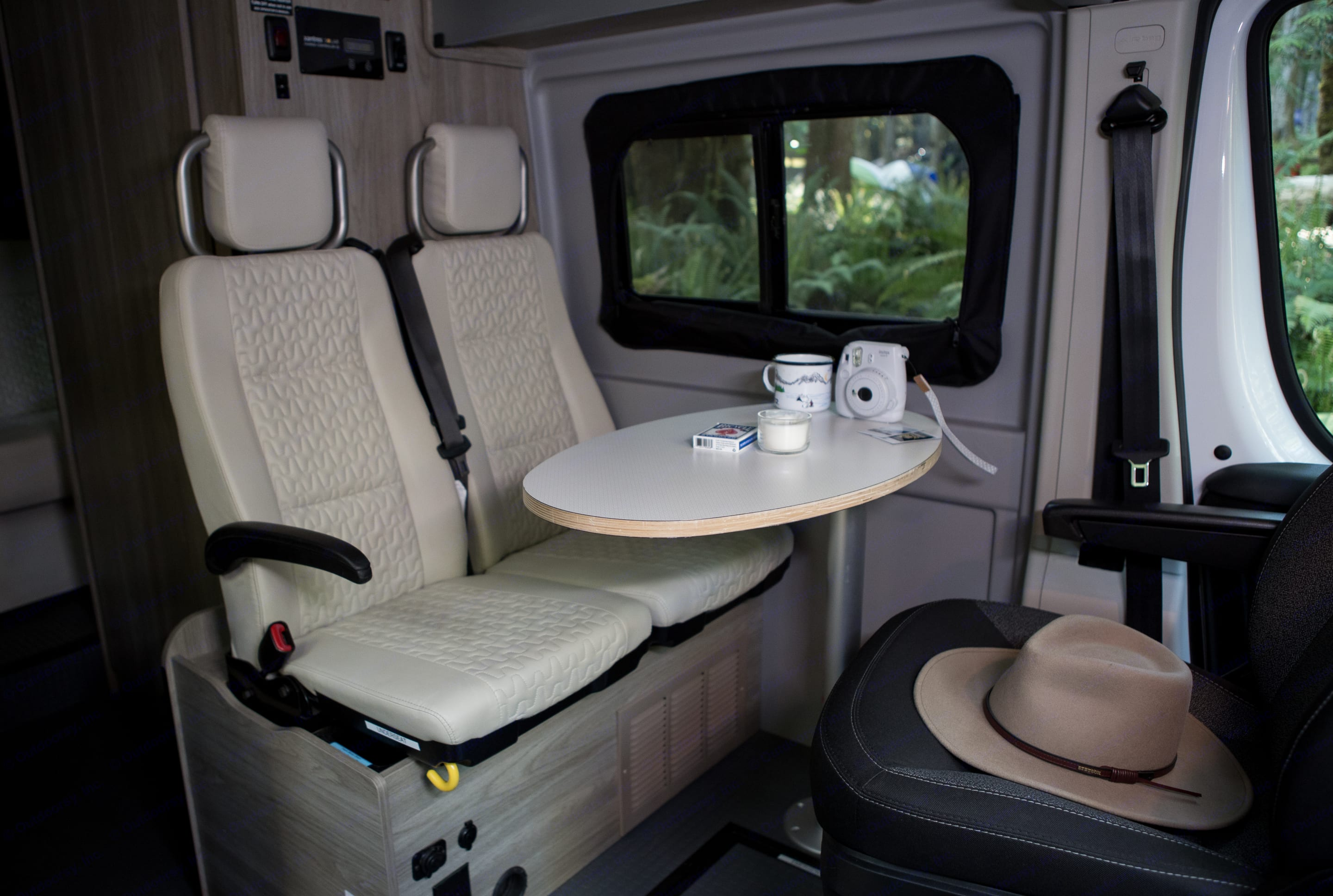 Space for family or friends to hang out. Winnebago Solis 2022