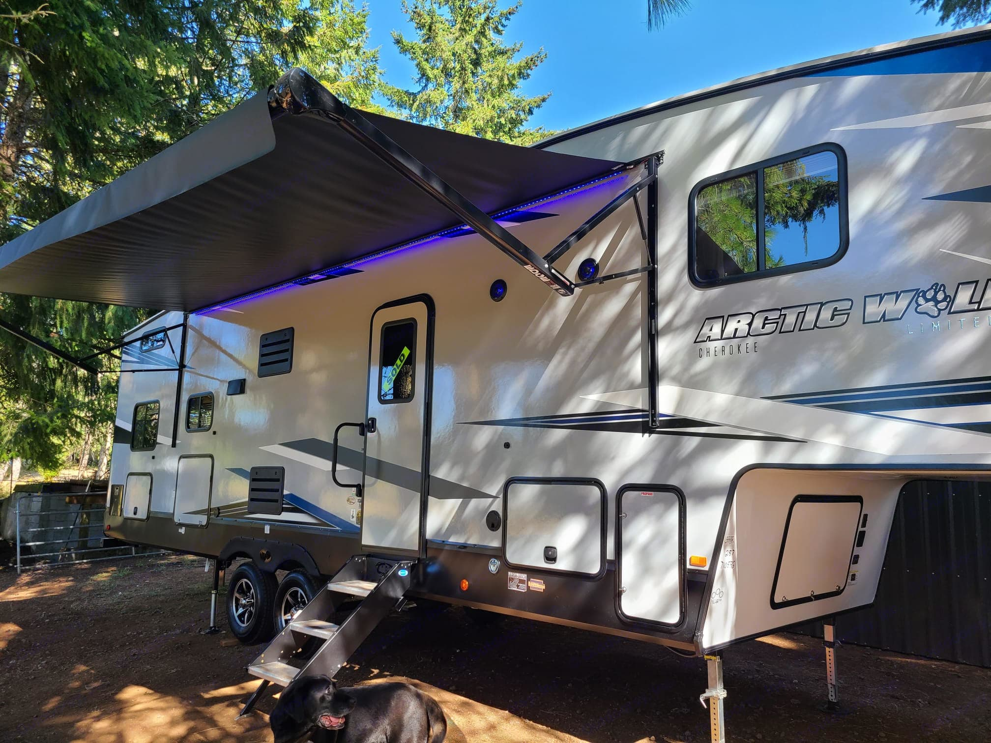 20ft Awning with LED, Outdoor speakers, outdoor Kitchen, 2 storage compartments. Forest River Cherokee 2021