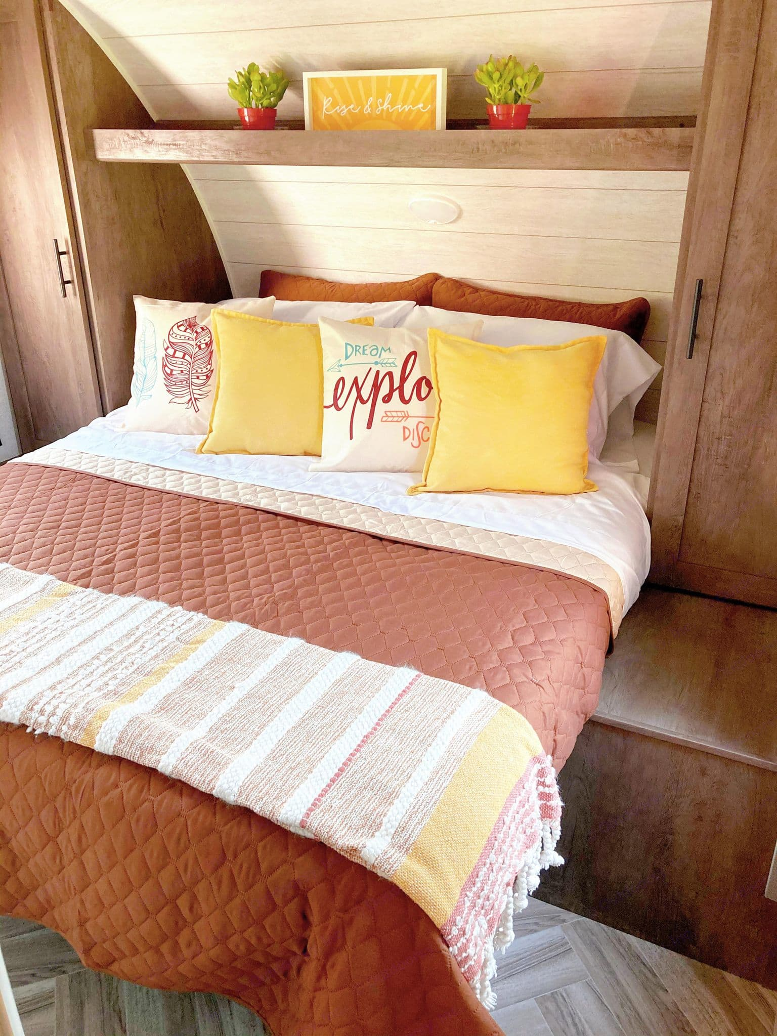 Queen sized bed, comes with 1 set of bedding. Storage on both sides of bed and underneath. . Forest River Salem Cruise Lite 2021