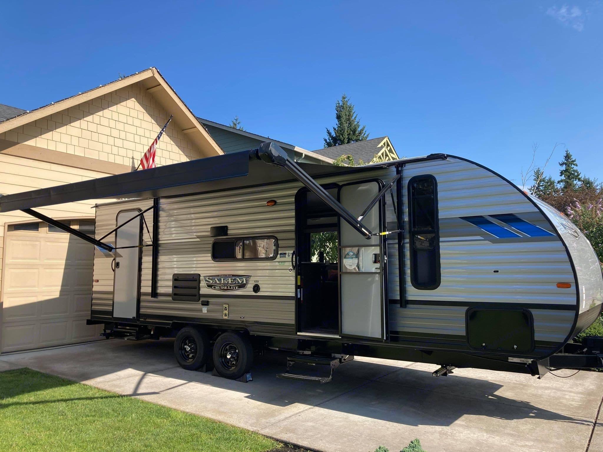 Brand New Forest River Salem model 24 ft (27 ft with hitch) travel trailer.. Forest River Salem Cruise Lite 2021