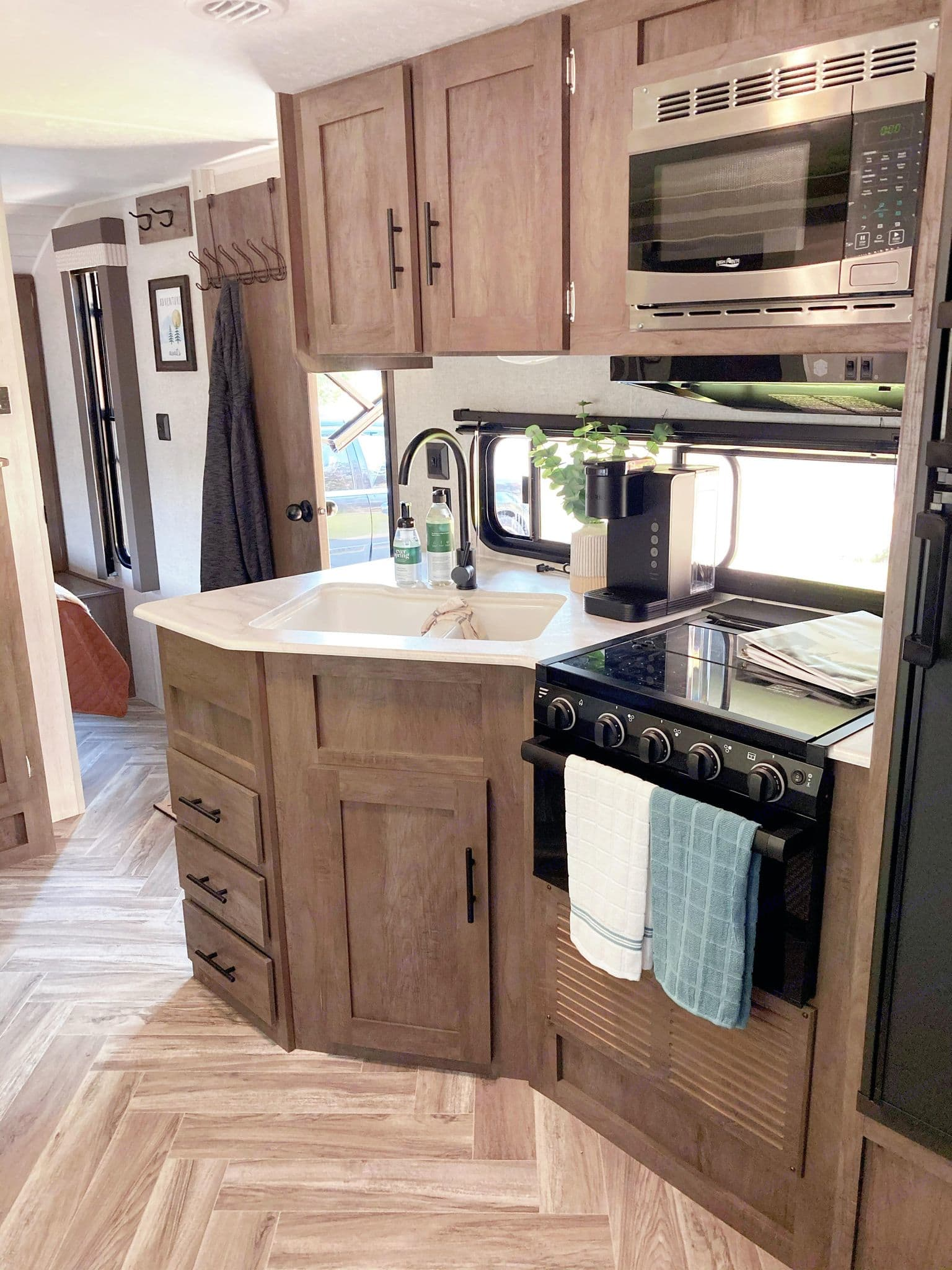 Comes with Keurig coffee maker, samples of coffee, stove, fridge/freezer. Utensils, pots/pans, plastic plates, bowls, cups. . Forest River Salem Cruise Lite 2021
