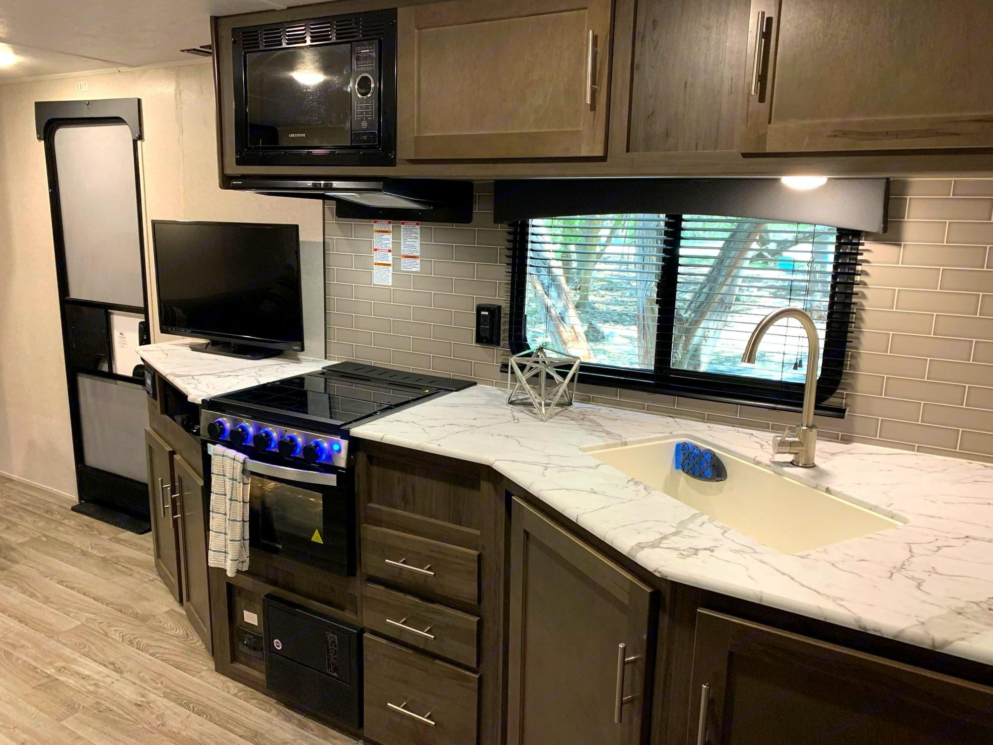 Full Size Kitchen. Coachmen Viking 2020
