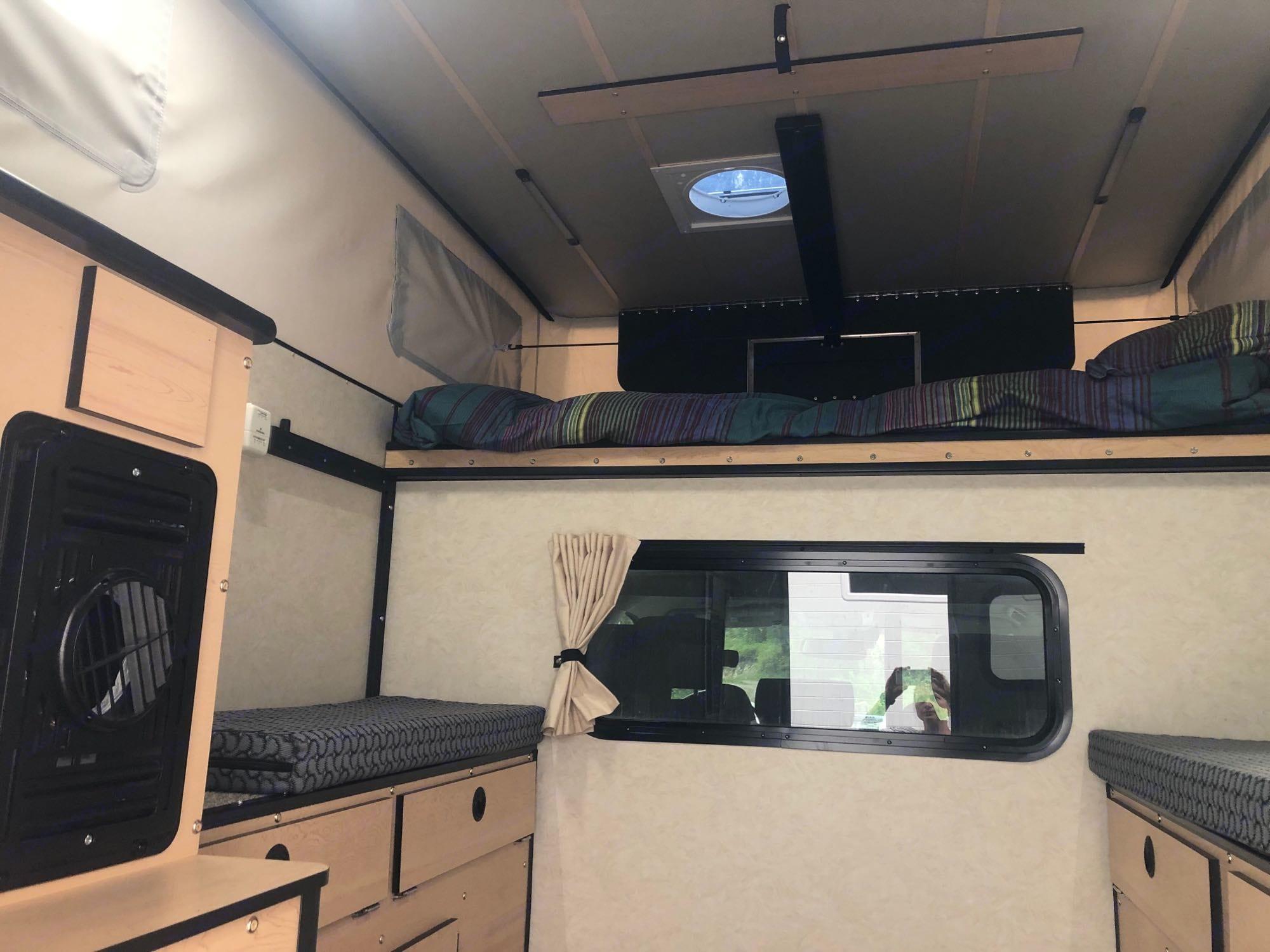 Four Wheel Campers Hawk 2020