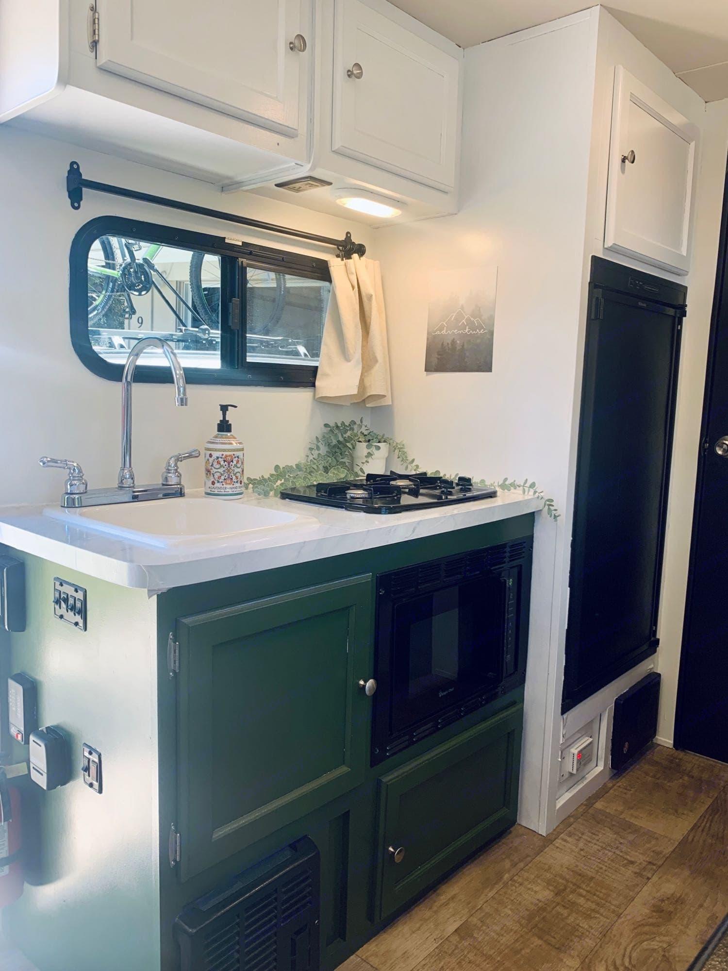 Sink, microwave, stove, fridge (with freezer compartment).. Palomino Palomini 2016