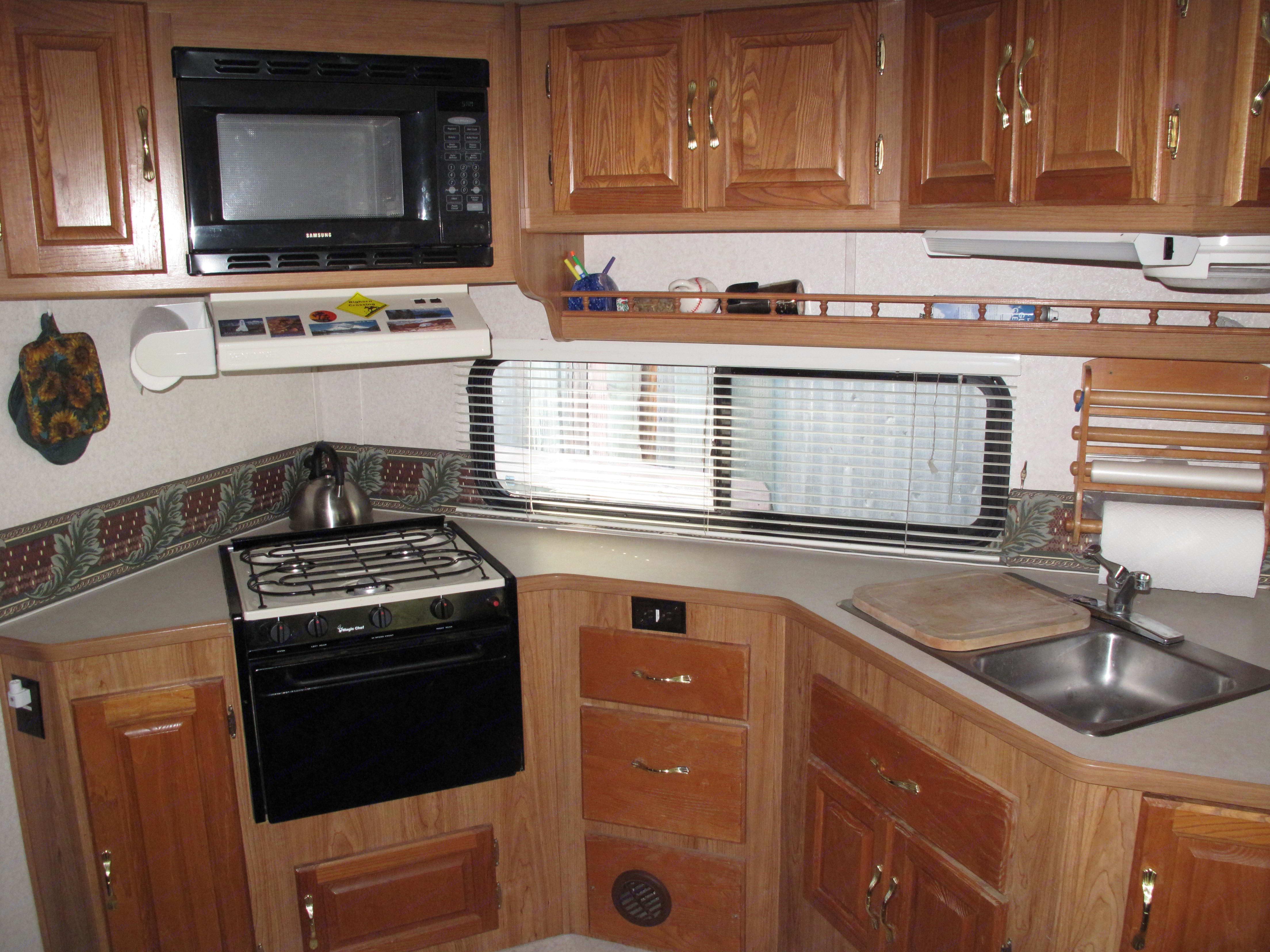 great kitchen. Coachmen Santara 2000
