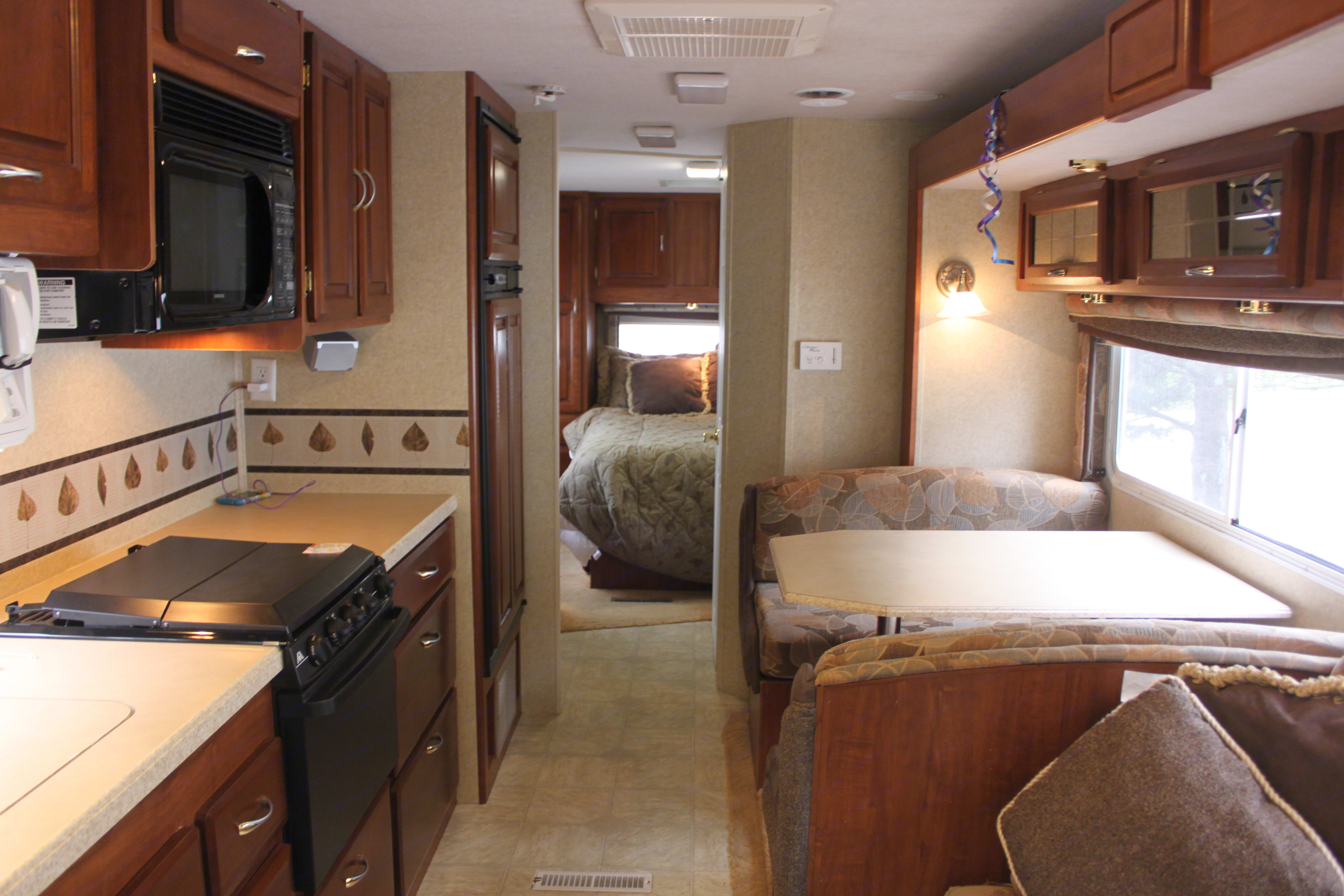 Great eating and living space with the slide in. Jayco Granite Ridge 2004