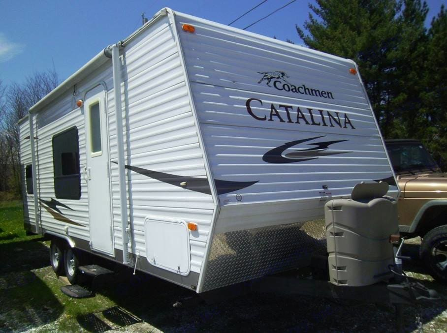 Double propane tanks means not running out of gas while cooking your steak!. Coachmen Catalina 2011