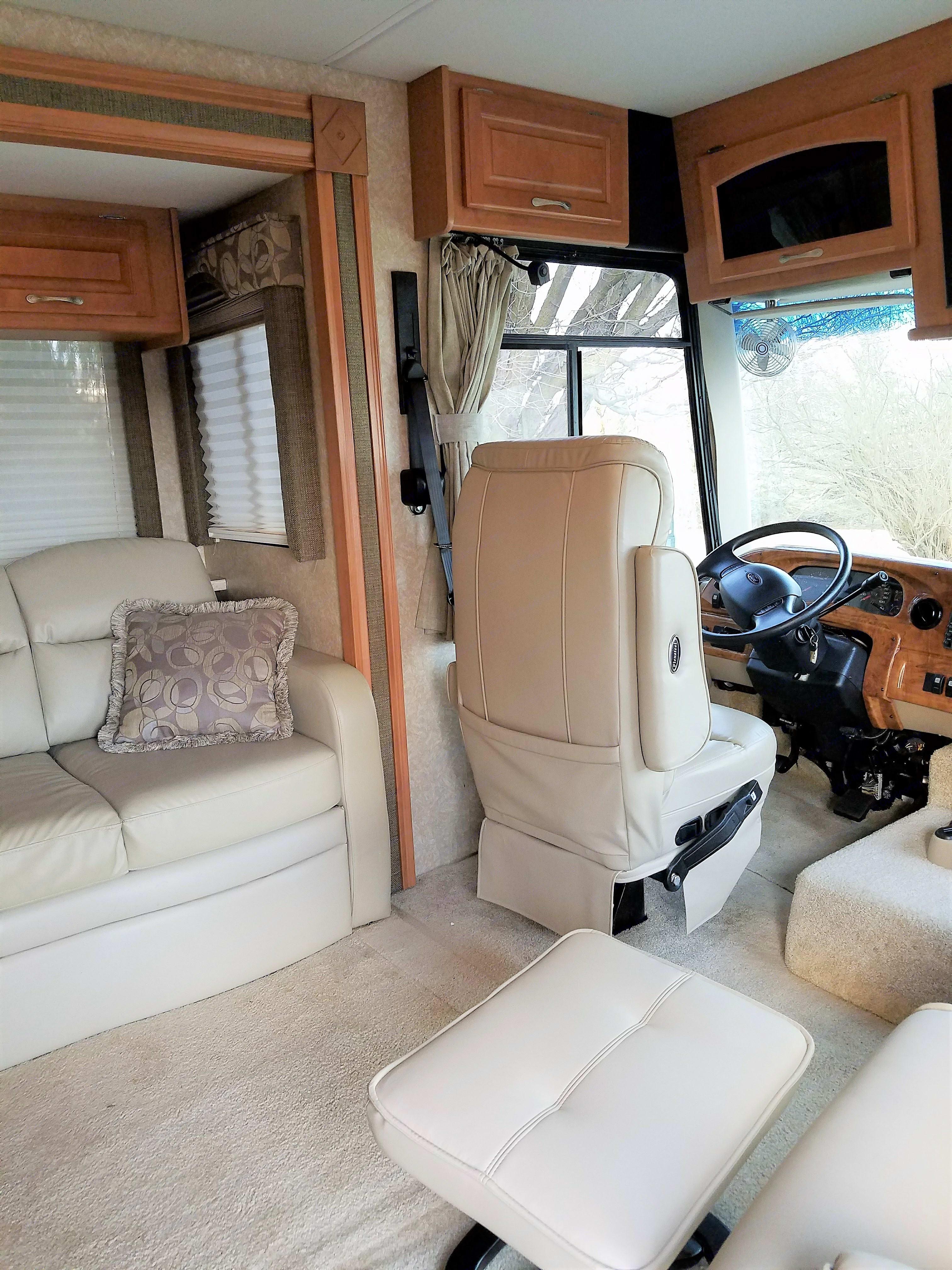 Thor Motor Coach Hurricane 2008