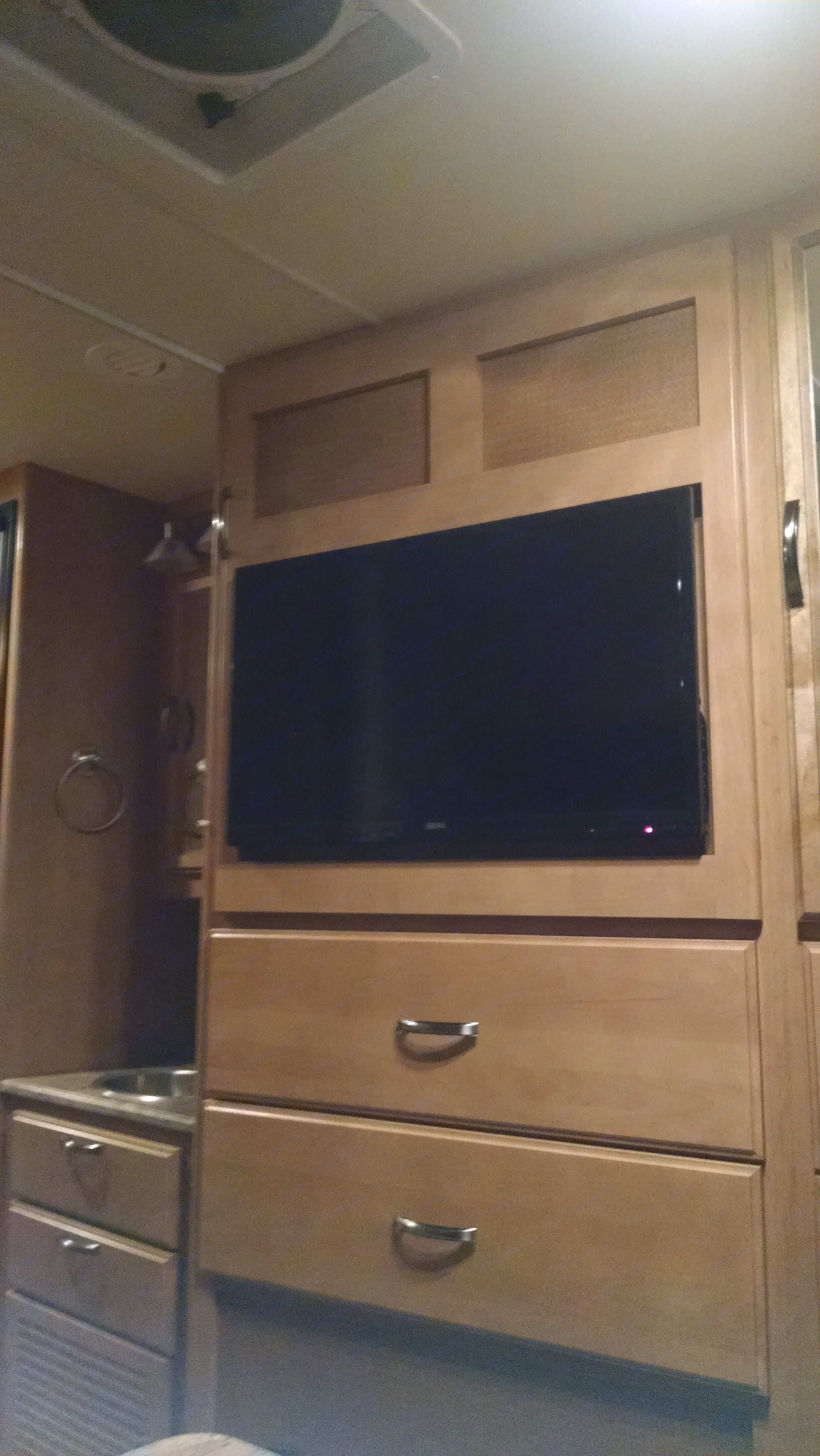 TVs are located in the front and back seating areas.. Thor Motor Coach Axis 25.1 350 Ford 10 cylinder 2015