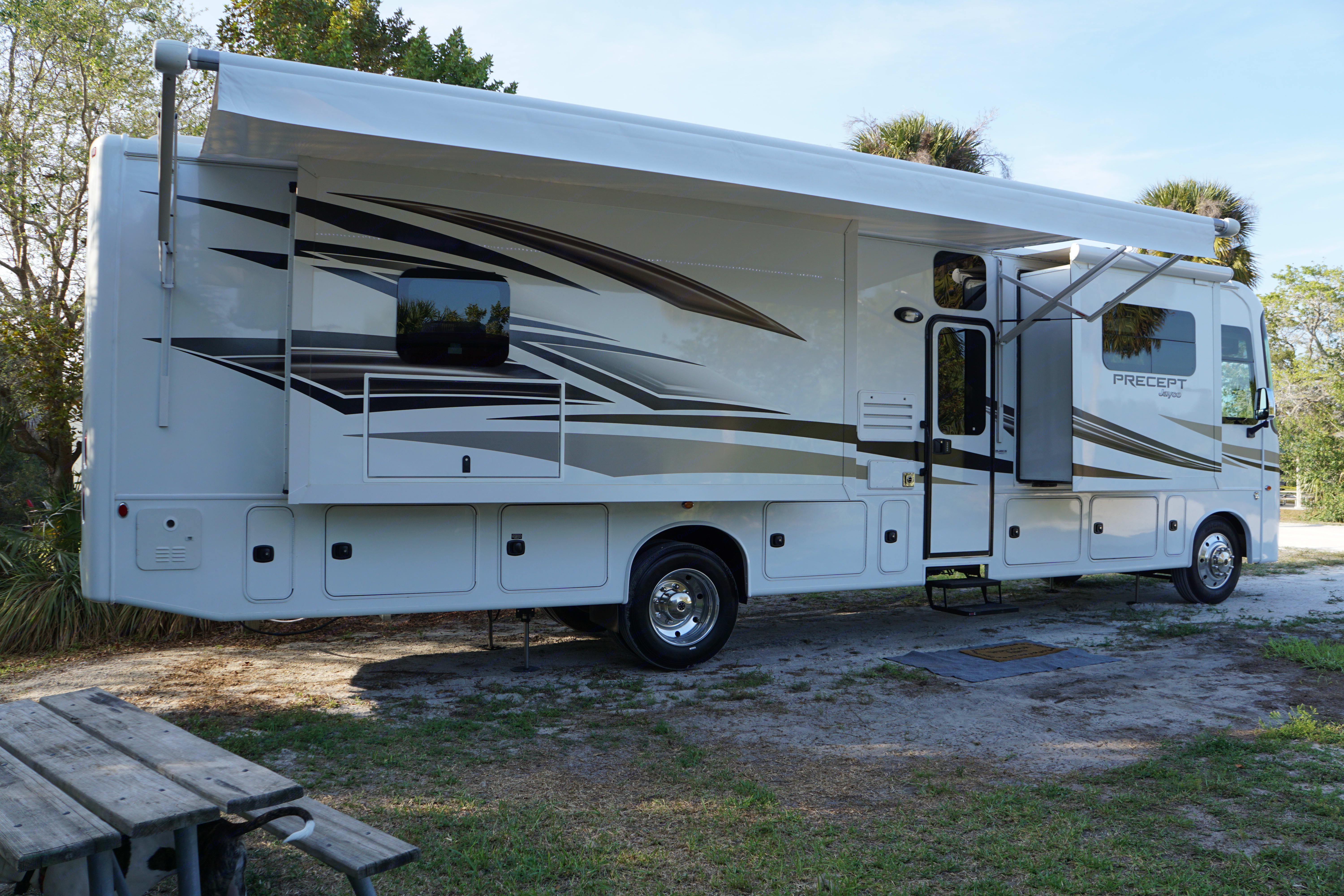 Side view with slides and awning extended. Jayco Precept 2017
