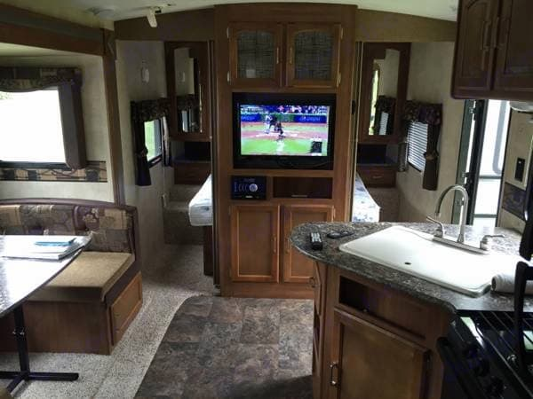 Flatscreen tv along with Jensen Stereo... Bluetooth it to you phone for music inside and out. Keystone Springdale 2015