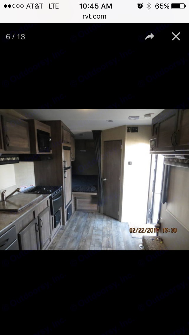 bathroom on the right, front bed on left, tv drops down from ceiling.. Pacific Coachworks Sandsport 2017