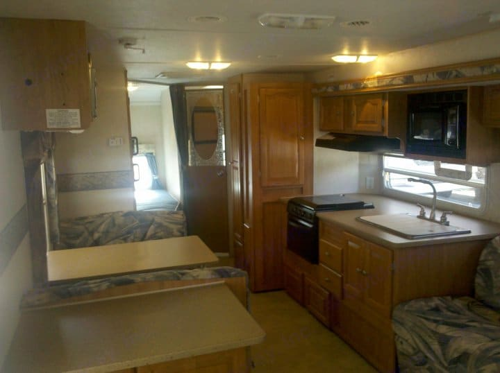 Kitchen area is large and comes with a coffee maker, toaster, microwave, gas stove, cutting board and all utensils needed.. Flagstaff FLT 2007