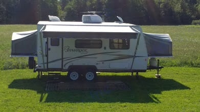 Fully expanded with both tip-outs and awning.  Outdoor mat included with rental.  . Forest River Flagstaff Shamrock 2014