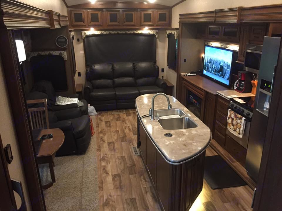 Living Room Area. Jayco Pinnacle 2016