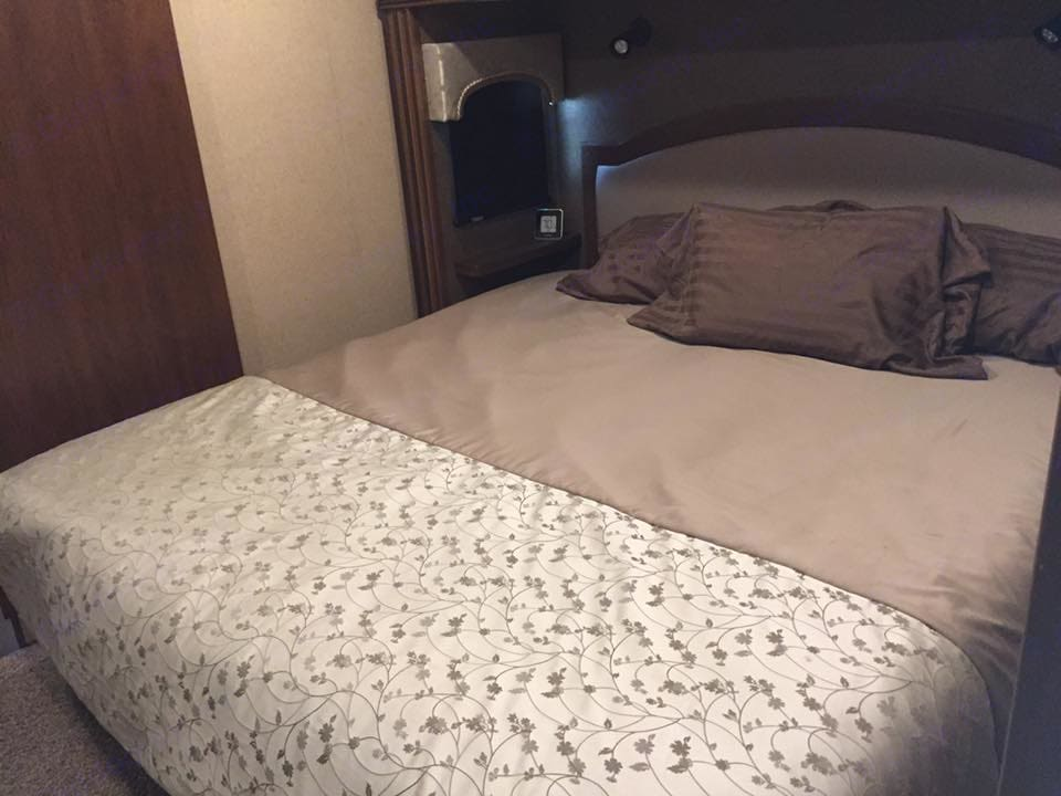 King Size Bed. Jayco Pinnacle 2016