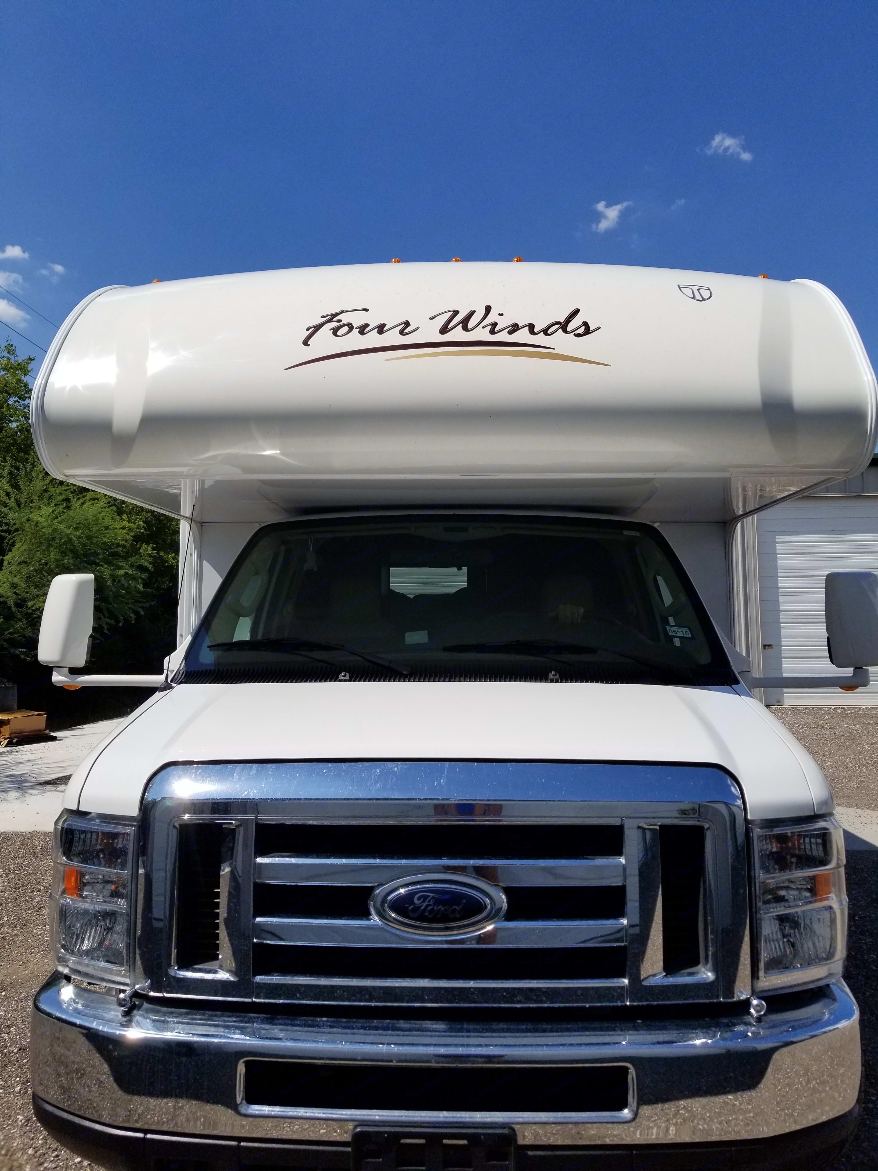 Thor Motor Coach Four Winds 2013