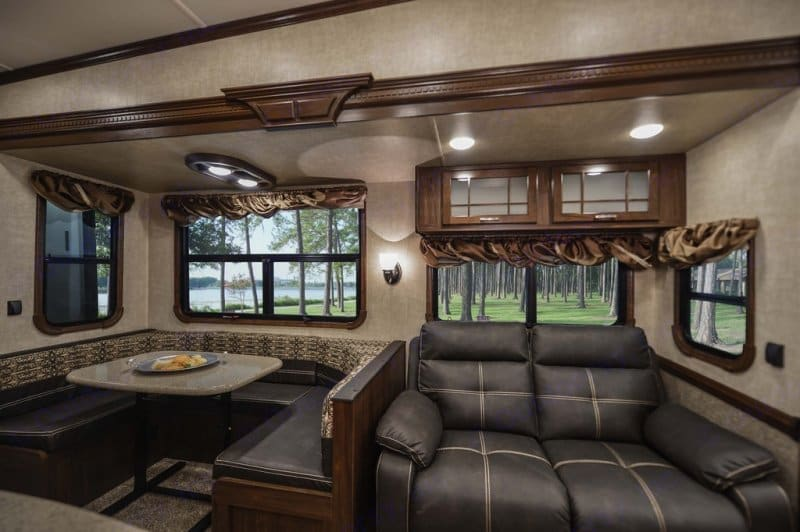 Booth style dining room seating and comfy reclining seats on the couch!. Heartland Gateway 2017