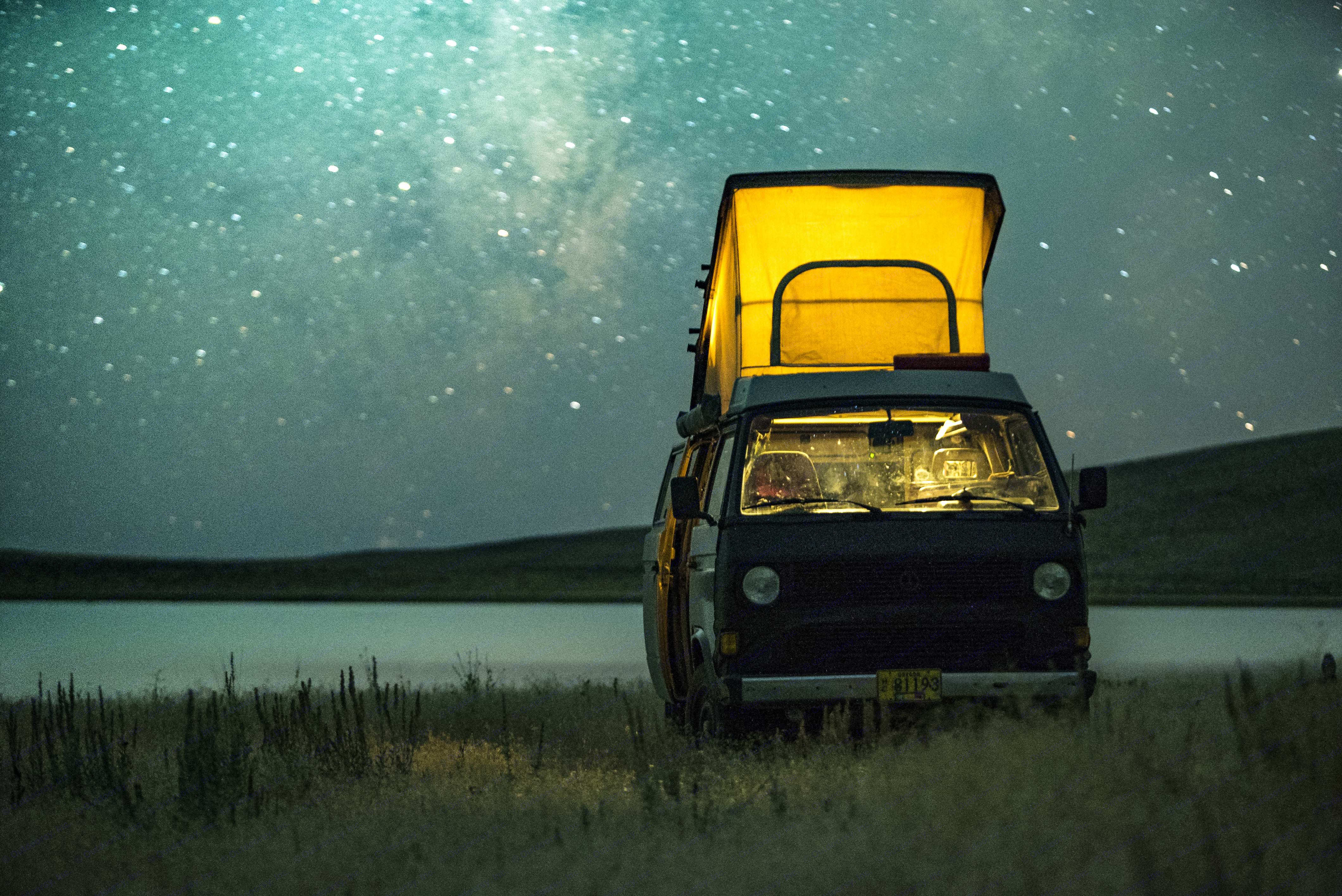A pop-up bed allows four to sleep comfortably.. Volkswagen Vanagon Camper 1985
