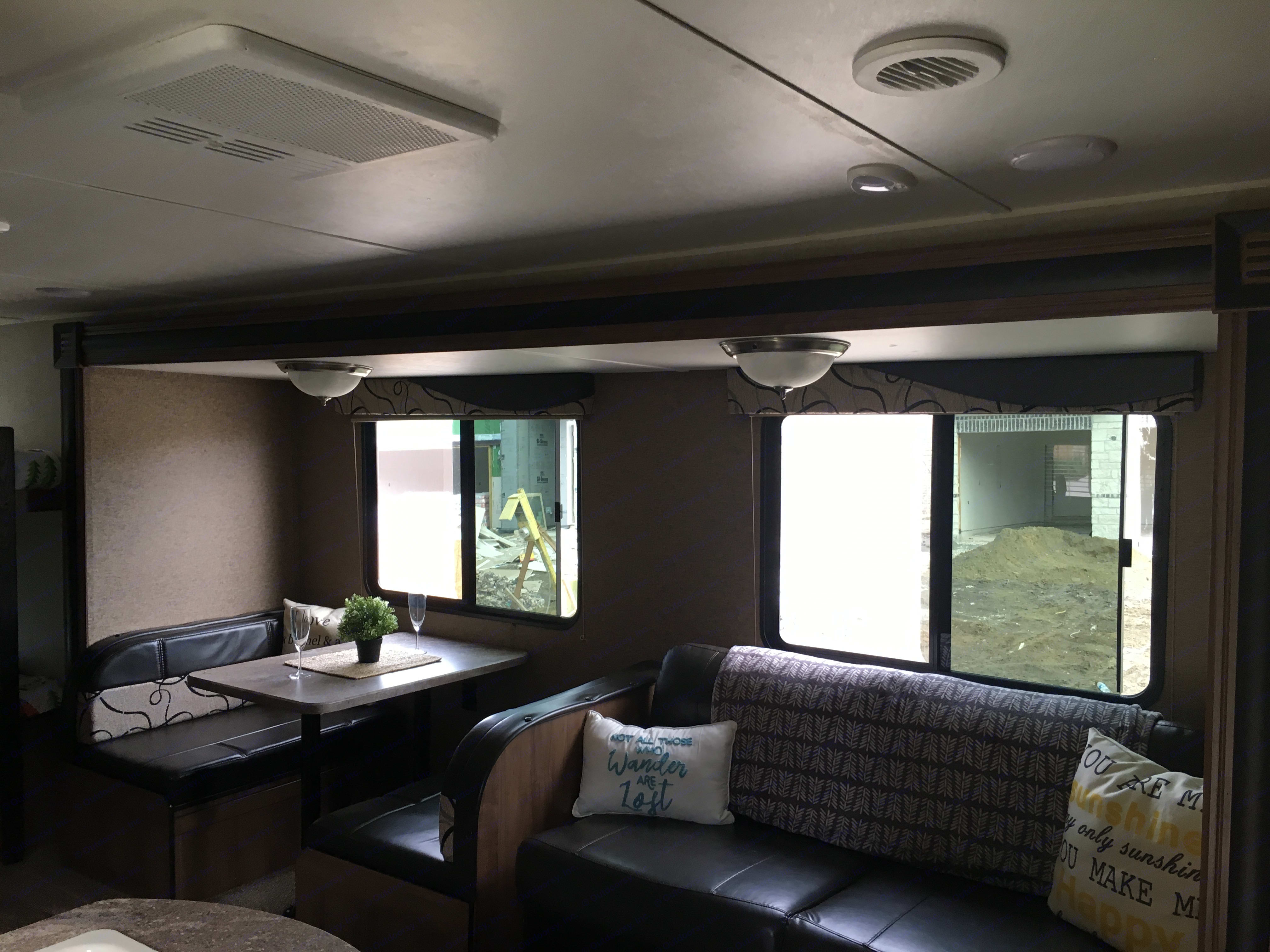 The couch and table both fold into beds also.. Gulf Stream Kingsport 2018