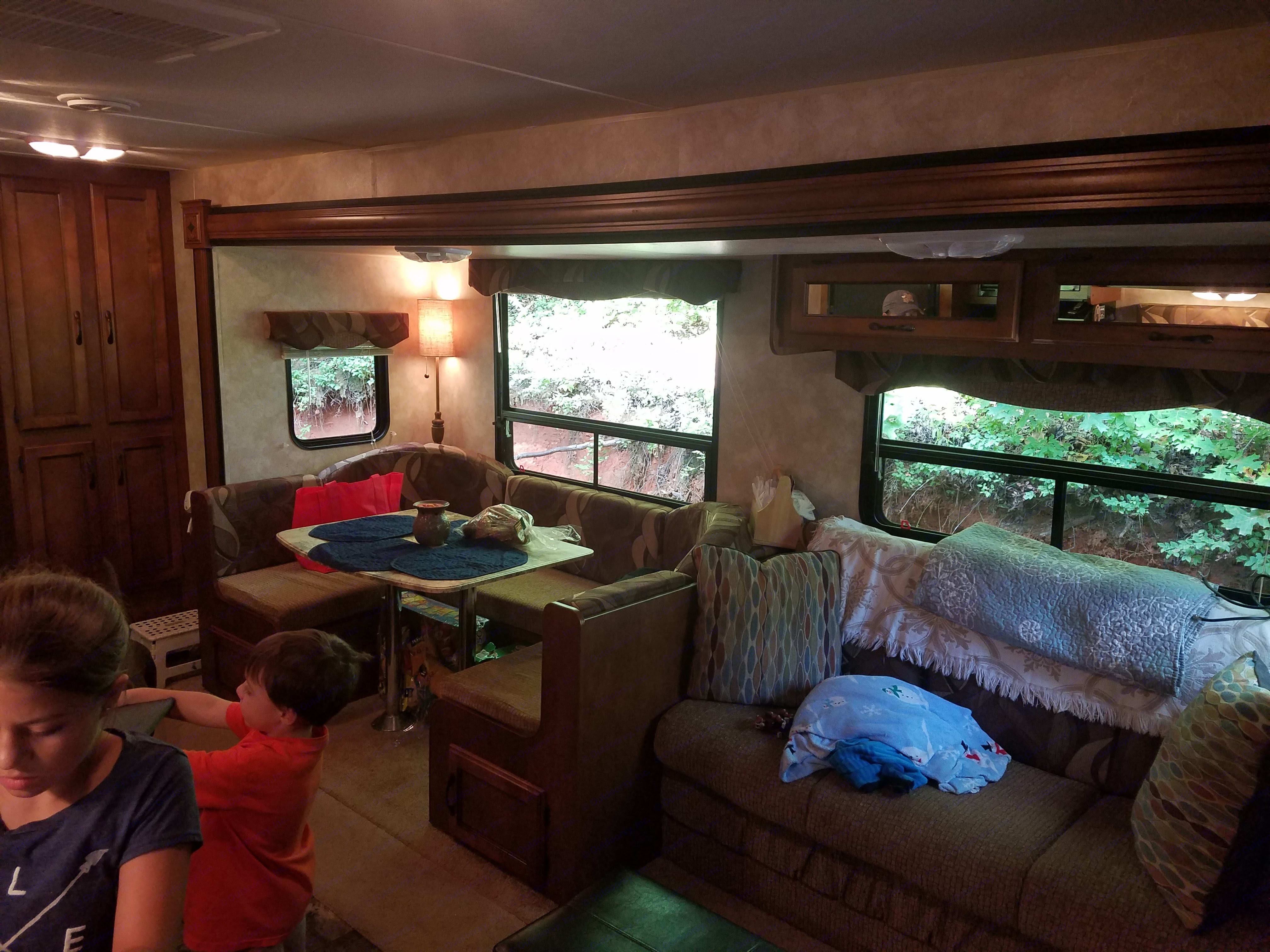 Living and dinning area with u-shaped dinning area for maximum seating. Both the living room couch and the dinner table turn into beds. The couch sleeps 2, as does the dinner table.. Coachmen Catalina Santara 2014