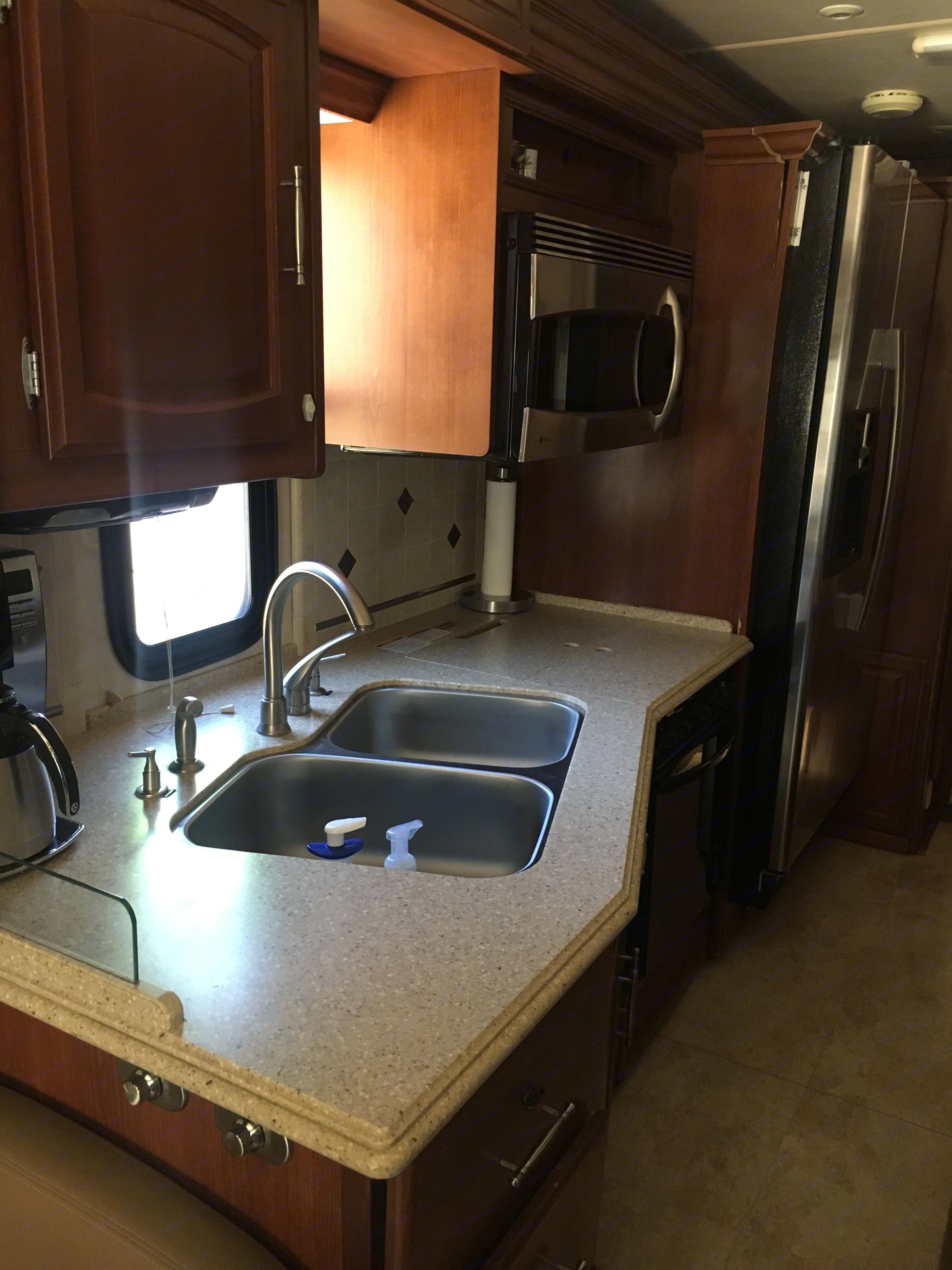 Kitchen is awesome, full fridge, coffee maker, fancy knife block. . Fleetwood Excursion 2008