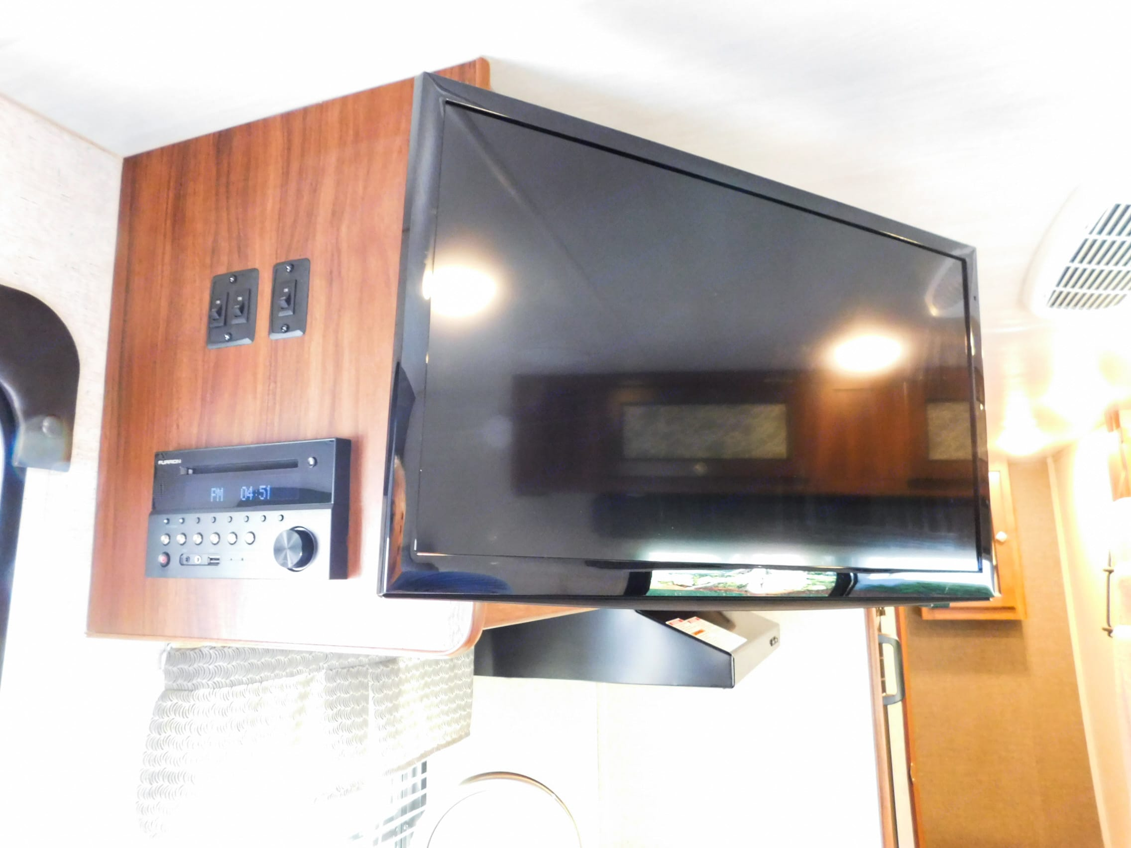 Just added! Flat screen TV with DirecTV Satellite Service Included!. Heartland MALLARD M185 2018