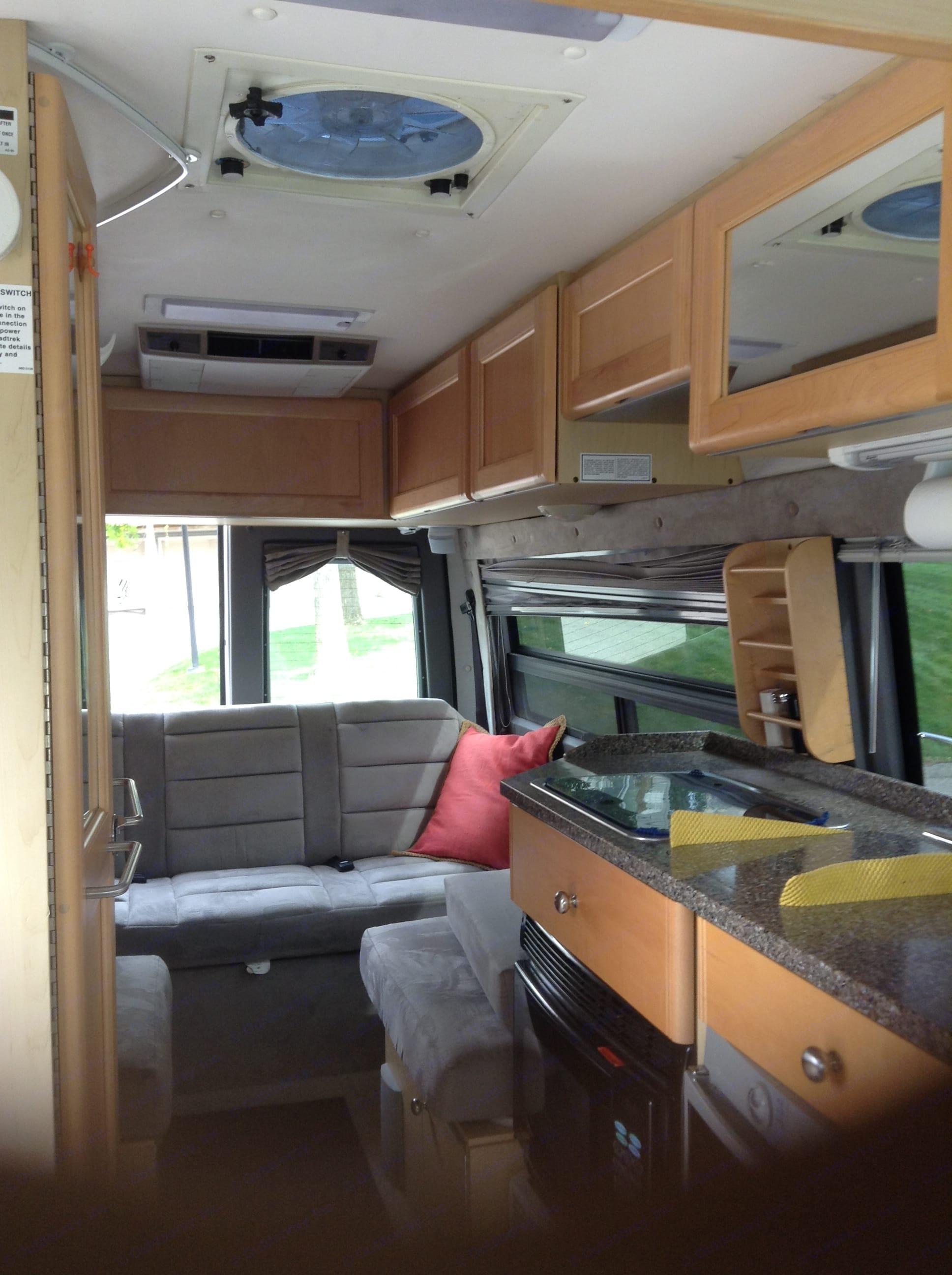 Front to rear interior.. Roadtrek Agile Ss 2007